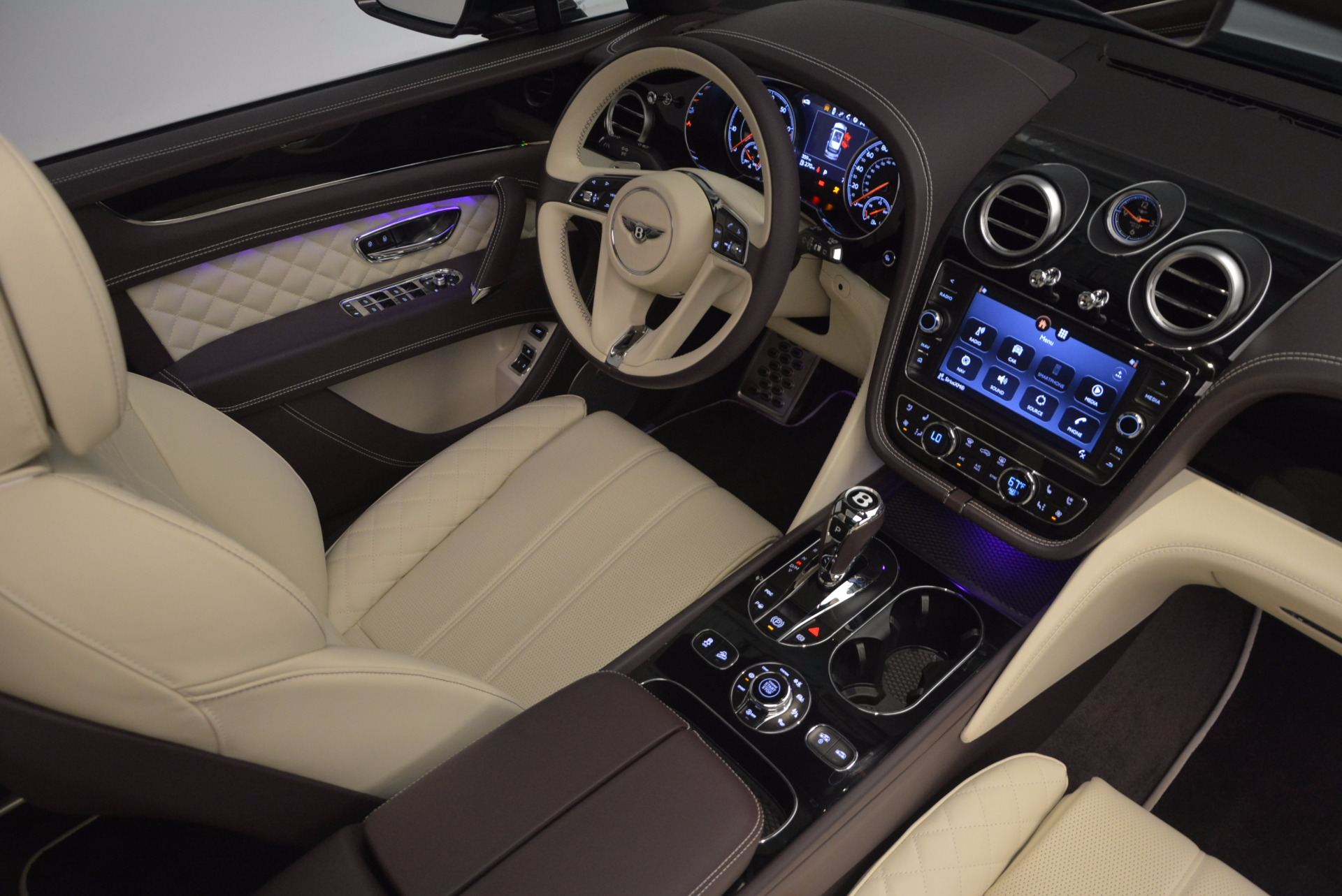 New 2018 Bentley Bentayga Signature For Sale In Westport, CT 1547_p46