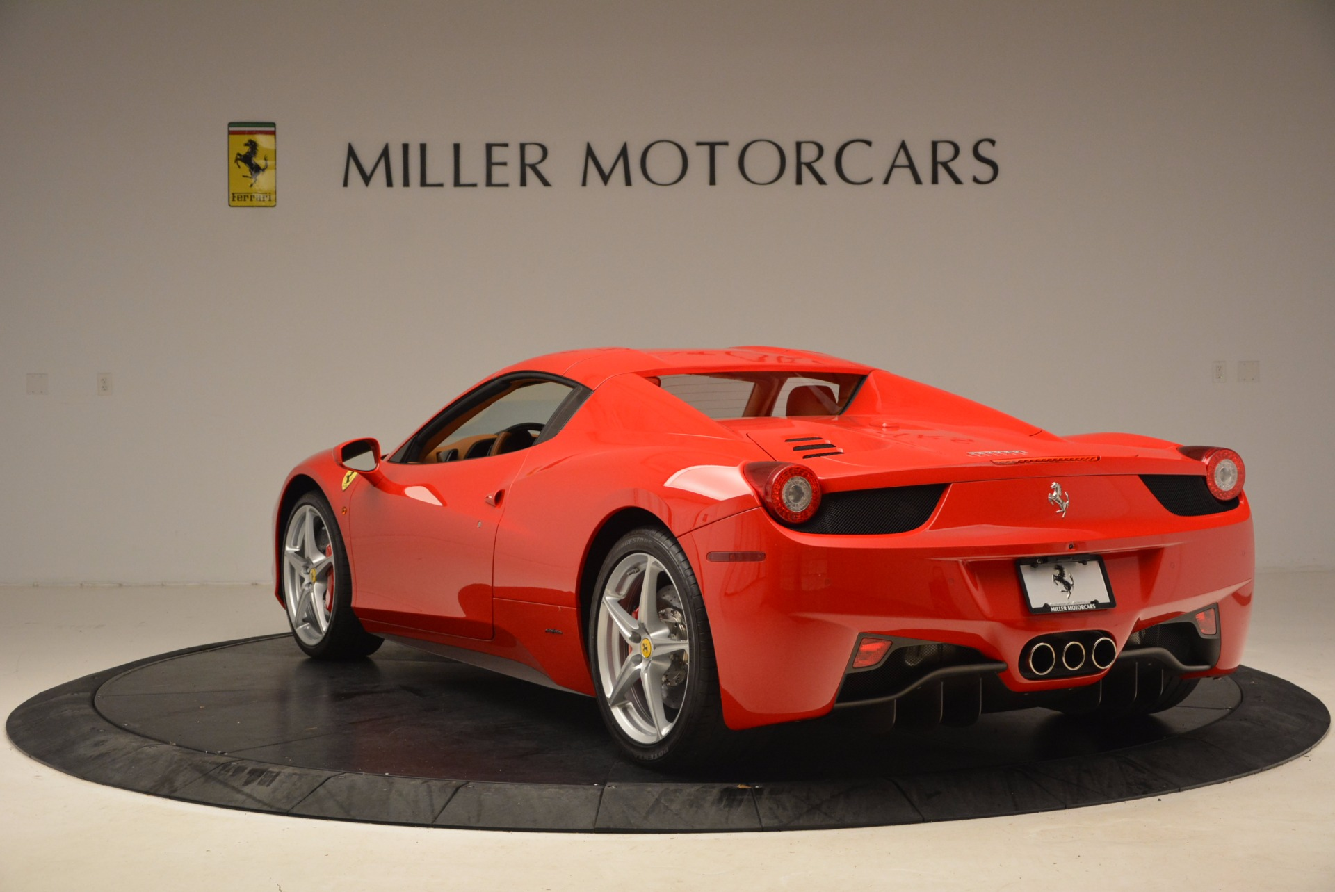 Used 2012 Ferrari 458 Spider  For Sale In Westport, CT 1581_p17