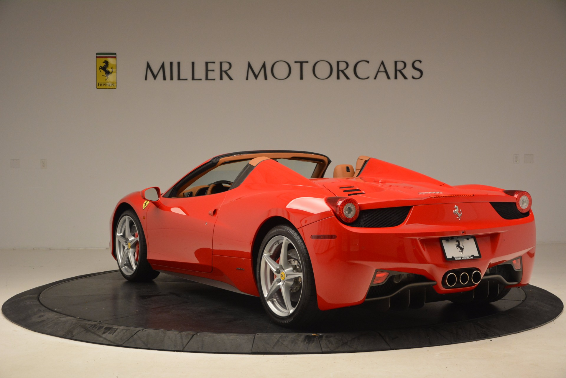 Used 2012 Ferrari 458 Spider  For Sale In Westport, CT 1581_p5