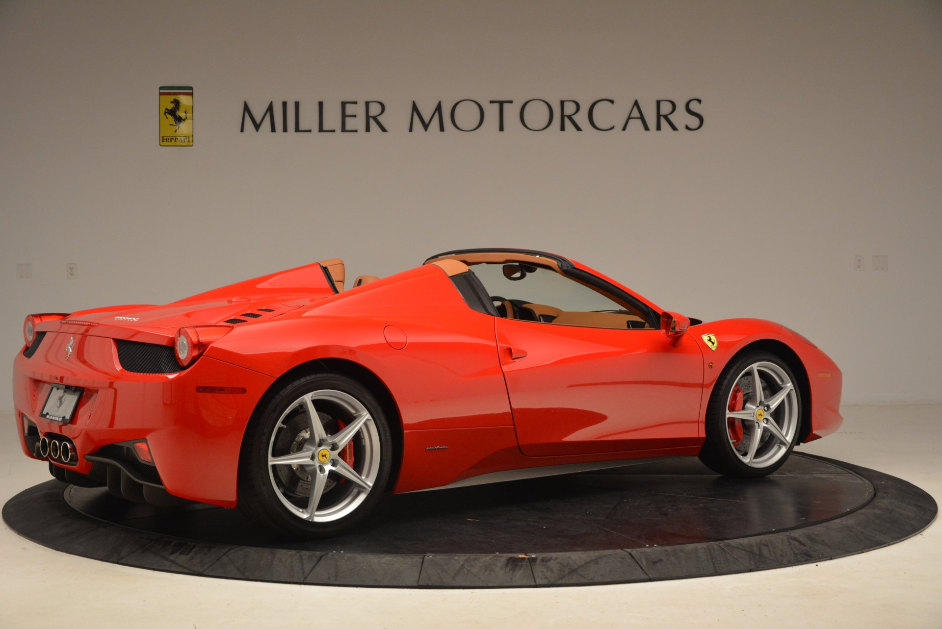 Used 2012 Ferrari 458 Spider  For Sale In Westport, CT 1581_p8