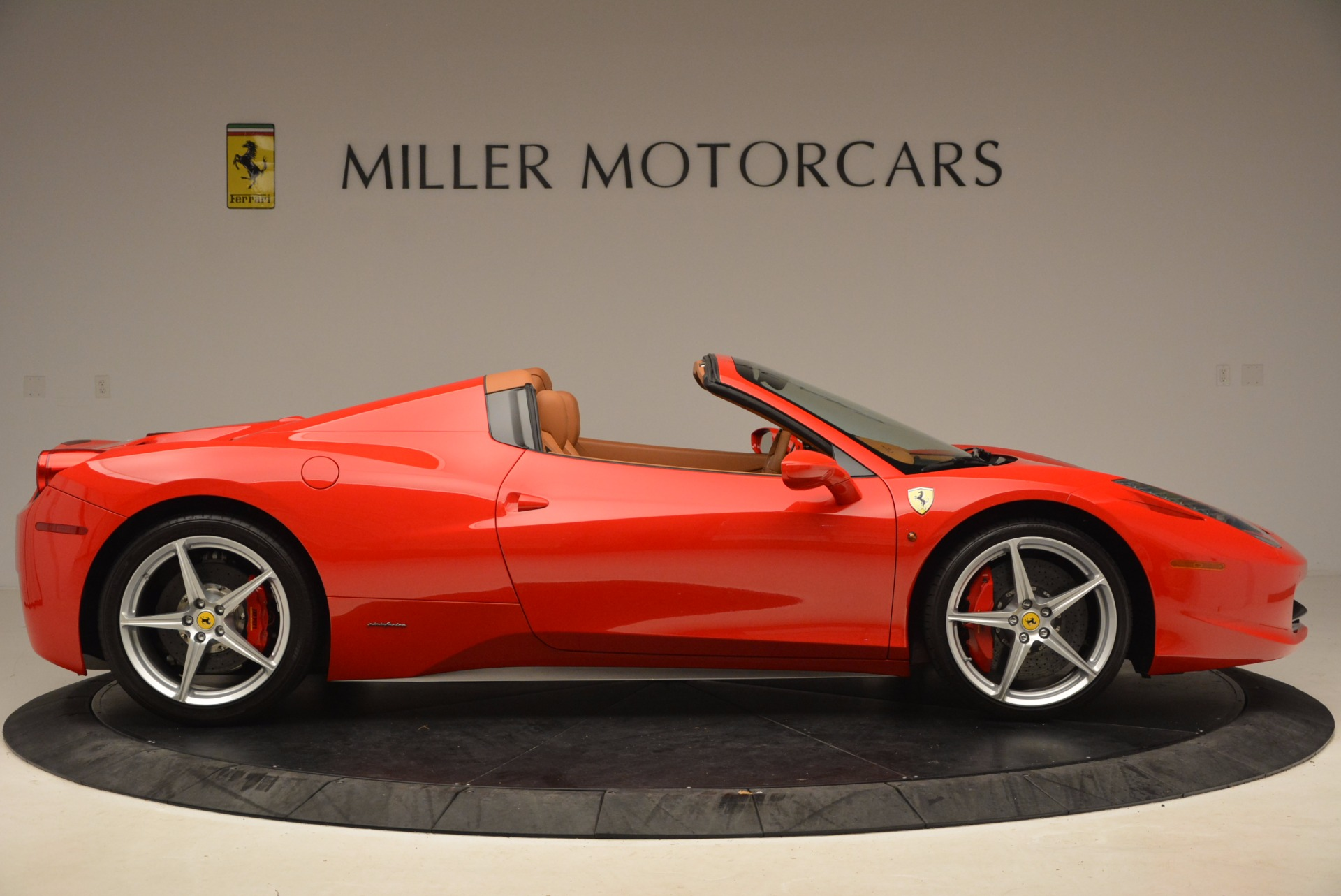 Used 2012 Ferrari 458 Spider  For Sale In Westport, CT 1581_p9