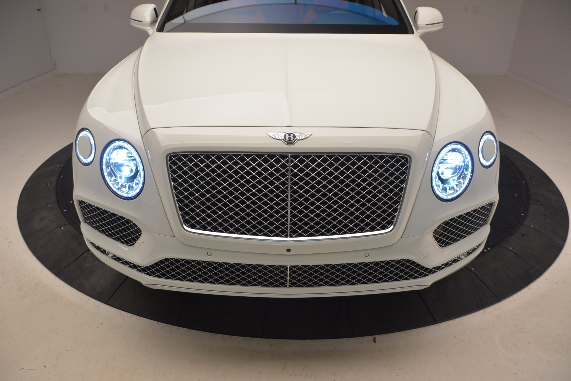 Used 2018 Bentley Bentayga Signature For Sale In Westport, CT 1585_p17