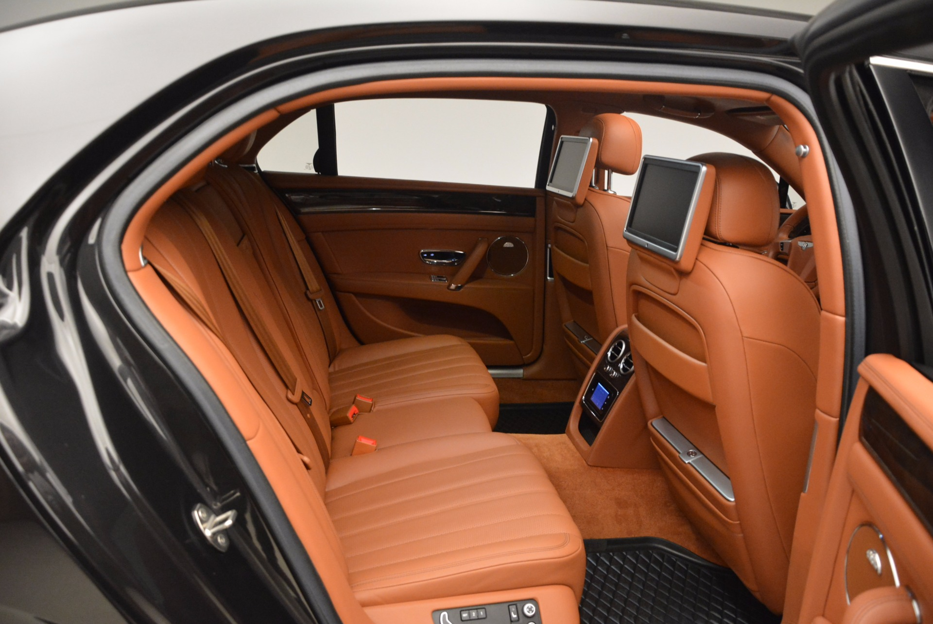 Used 2014 Bentley Flying Spur W12 For Sale In Westport, CT 1598_p35