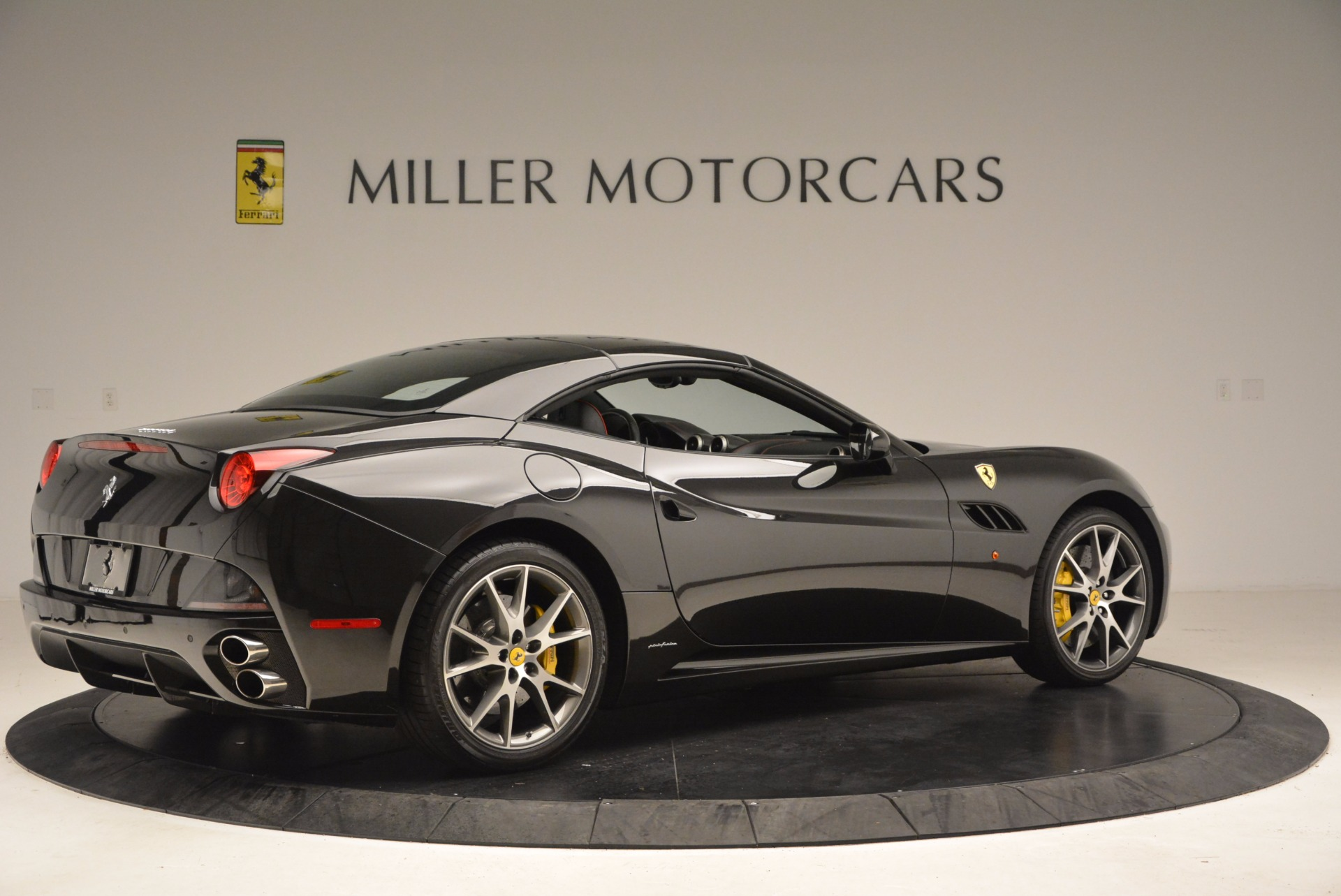 Used 2013 Ferrari California  For Sale In Westport, CT 1603_p20