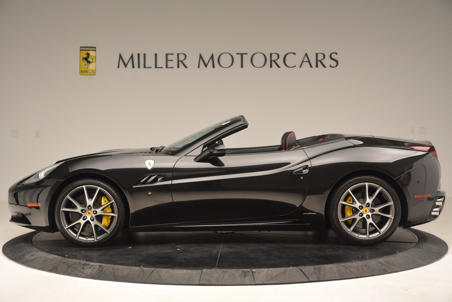 Used 2013 Ferrari California  For Sale In Westport, CT 1603_p3