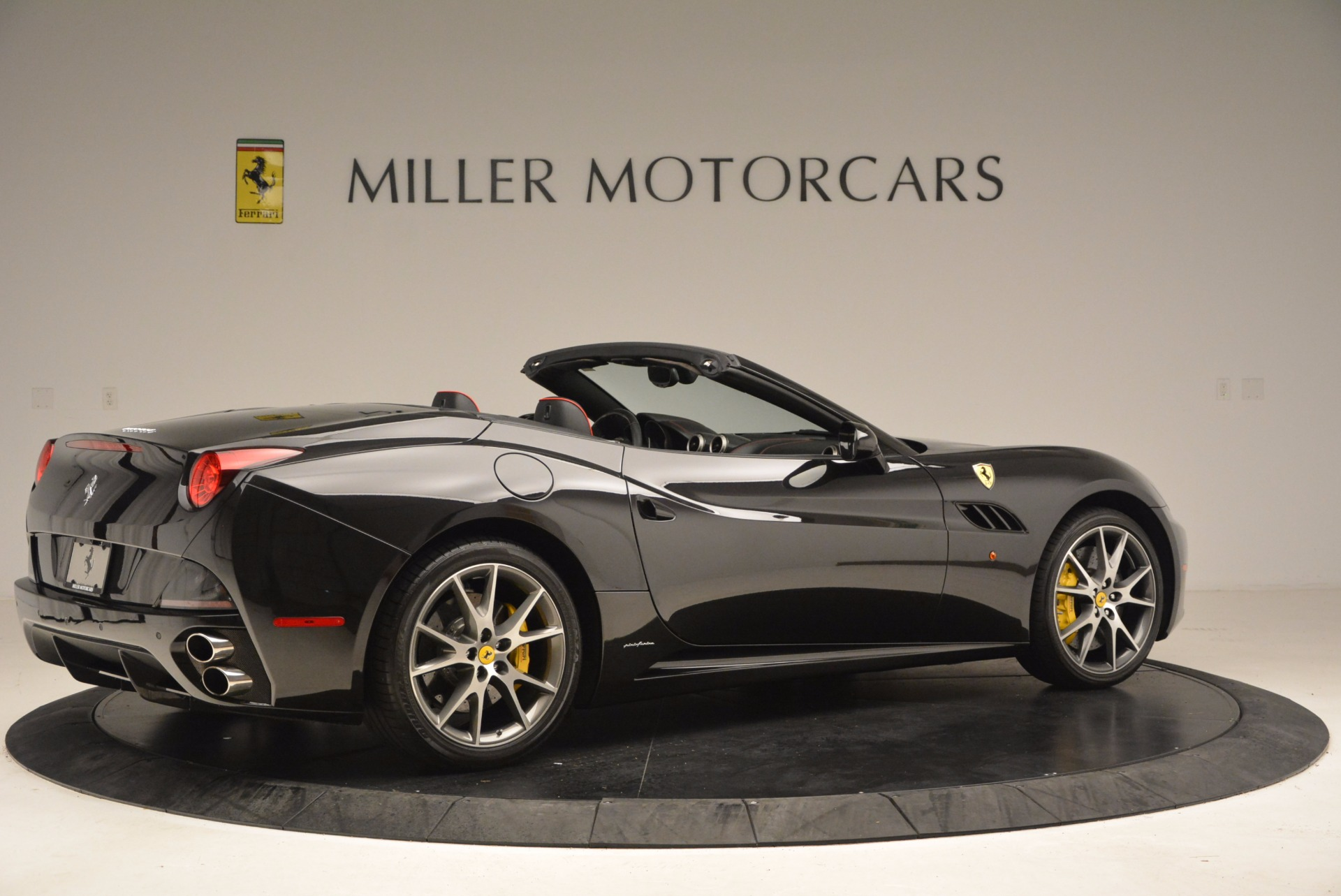 Used 2013 Ferrari California  For Sale In Westport, CT 1603_p8