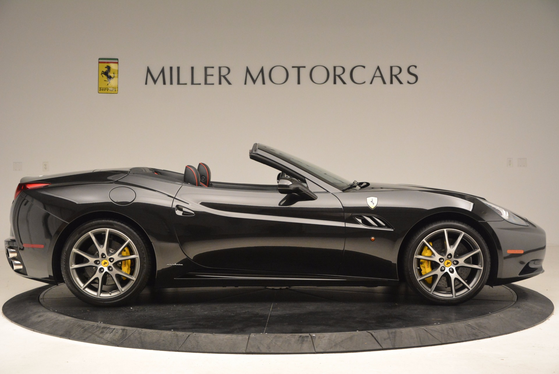 Used 2013 Ferrari California  For Sale In Westport, CT 1603_p9