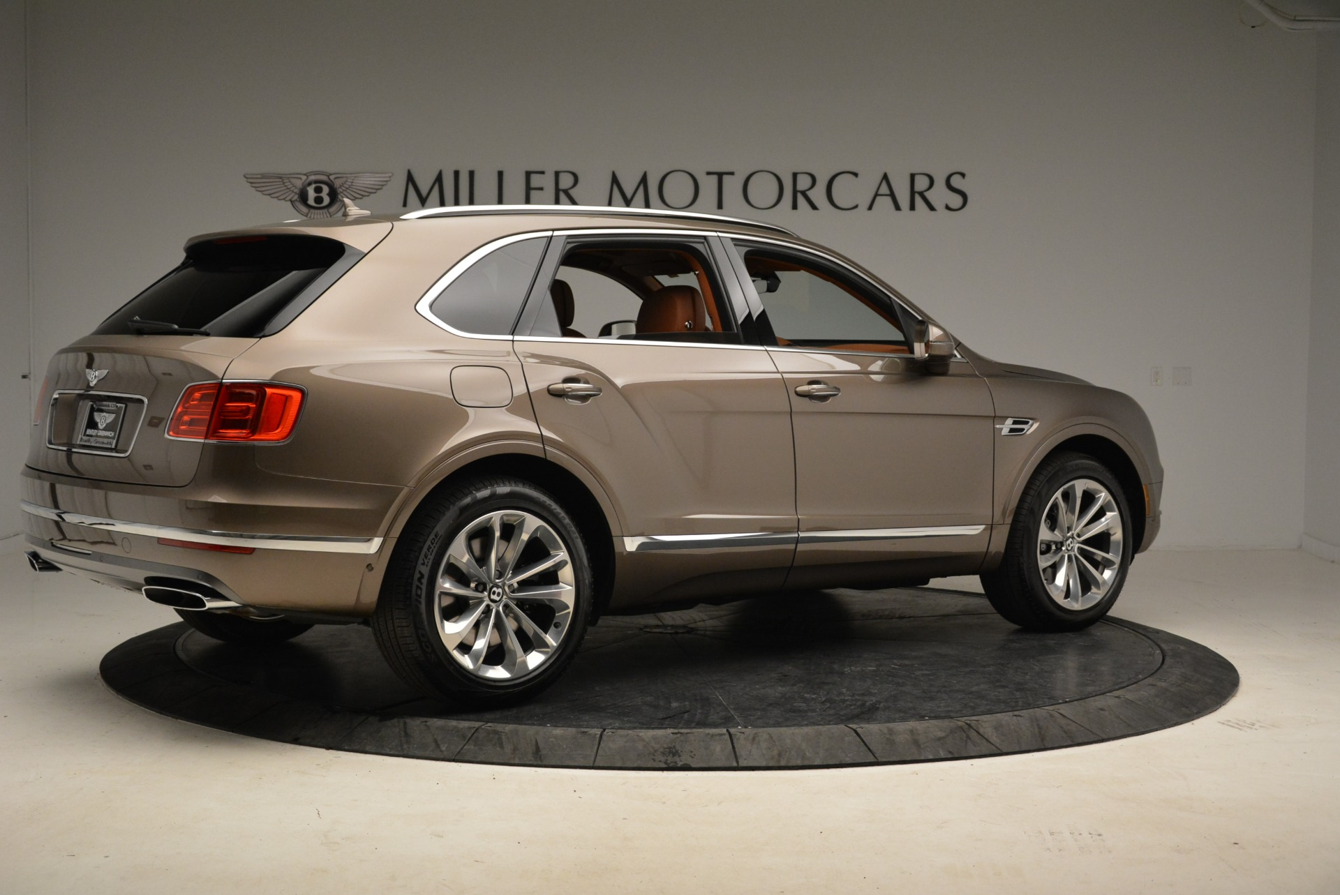 New 2018 Bentley Bentayga Signature For Sale In Westport, CT 1654_p8