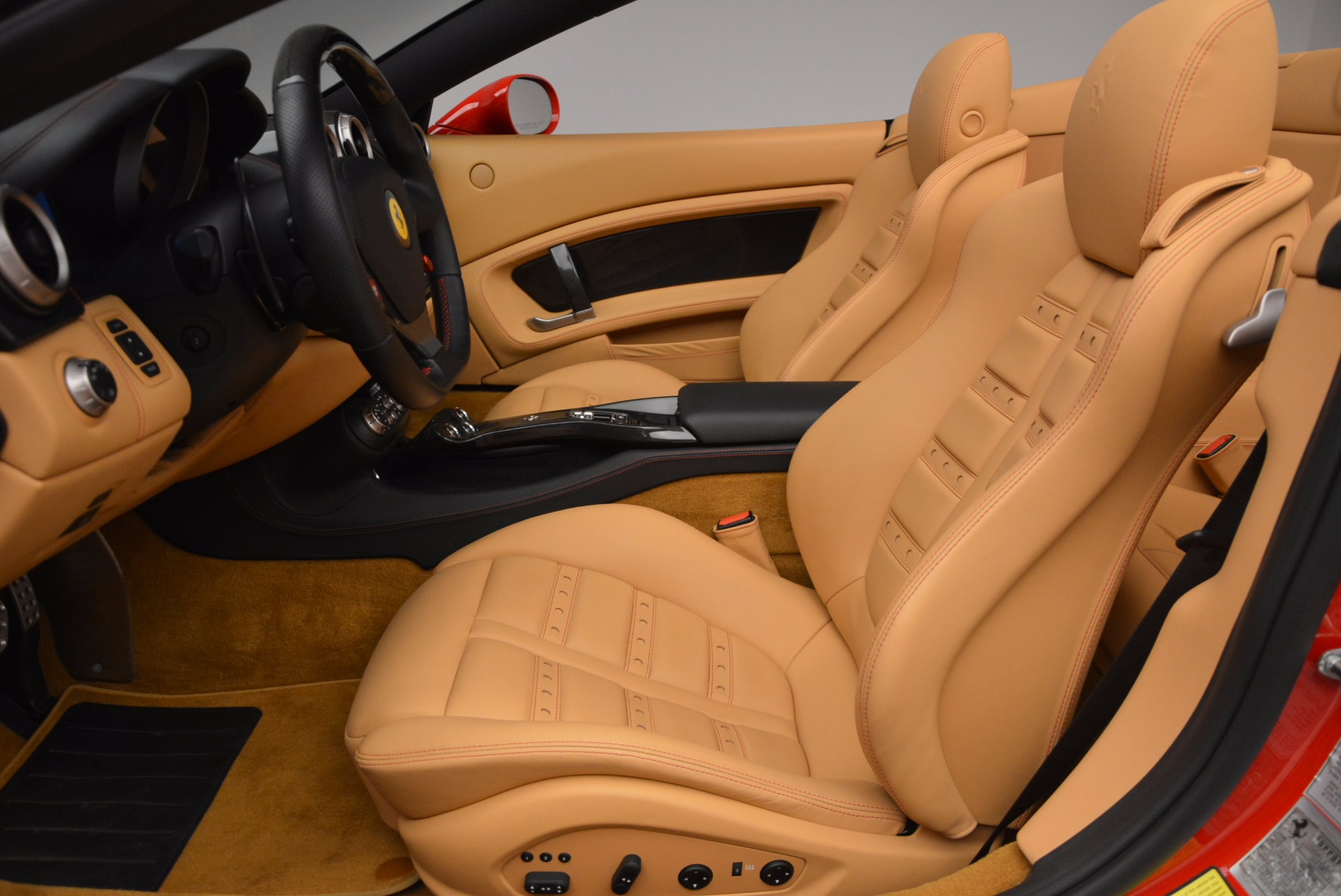 Used 2010 Ferrari California  For Sale In Westport, CT 1665_p26