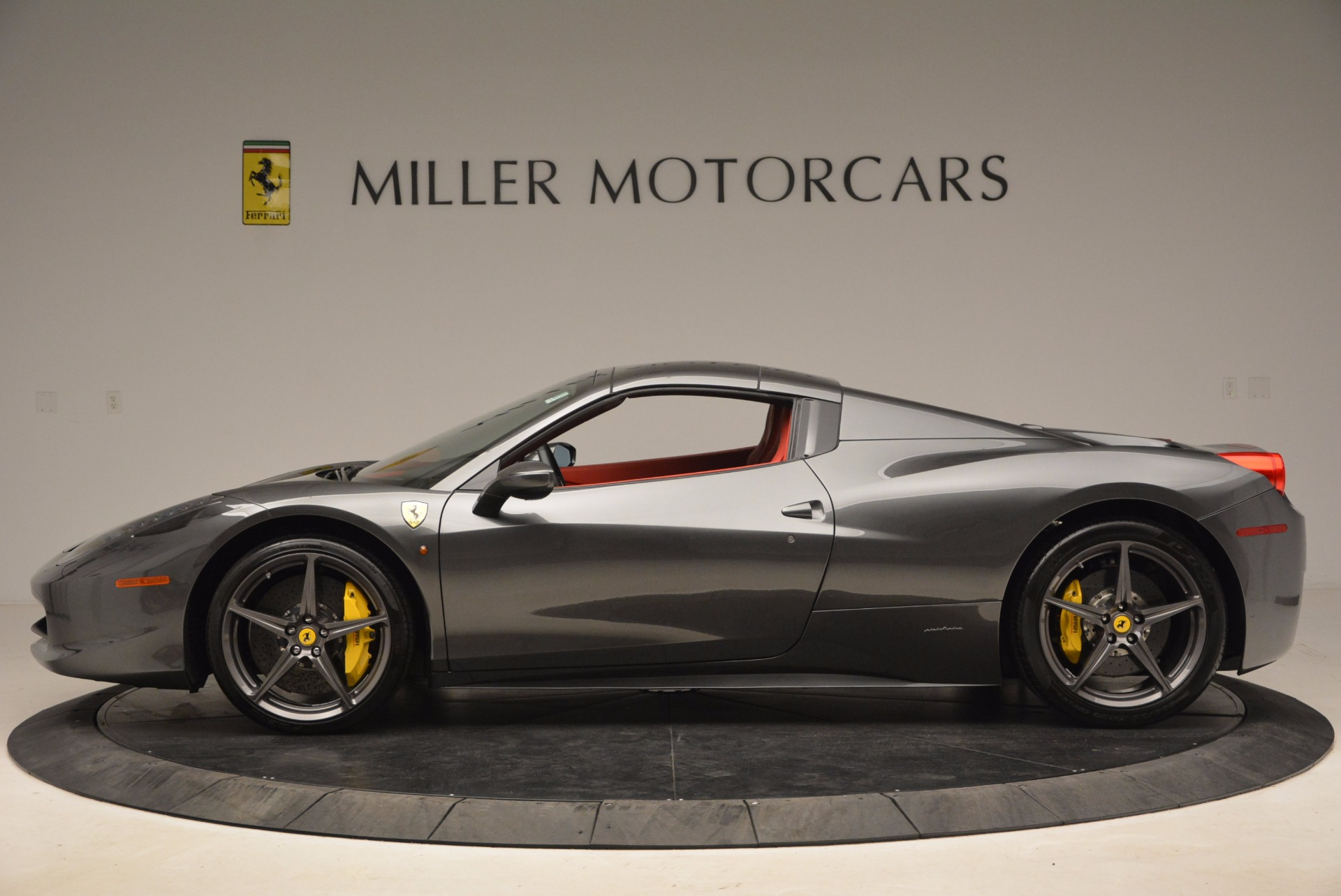 Used 2014 Ferrari 458 Spider  For Sale In Westport, CT 1734_p15