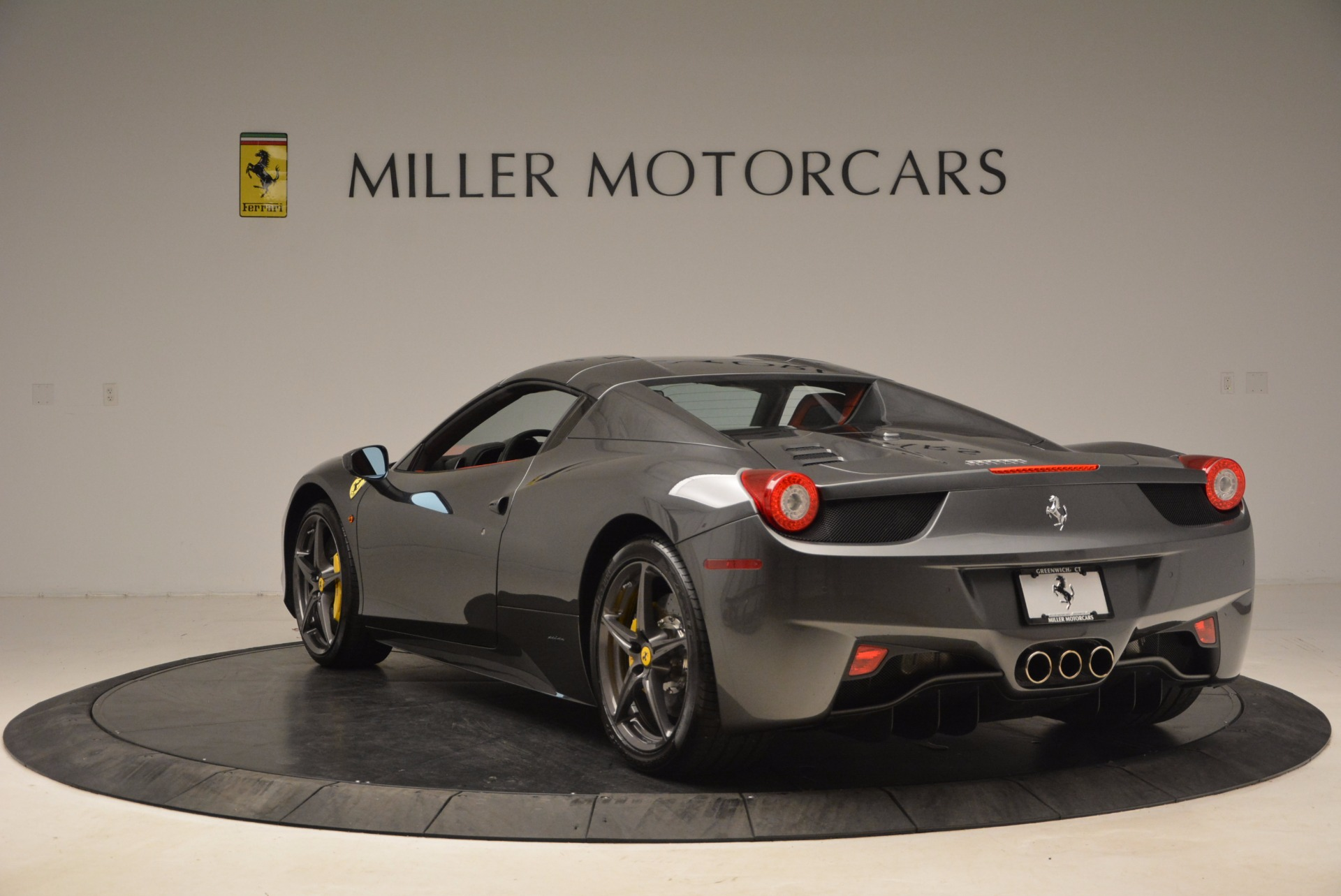 Used 2014 Ferrari 458 Spider  For Sale In Westport, CT 1734_p17
