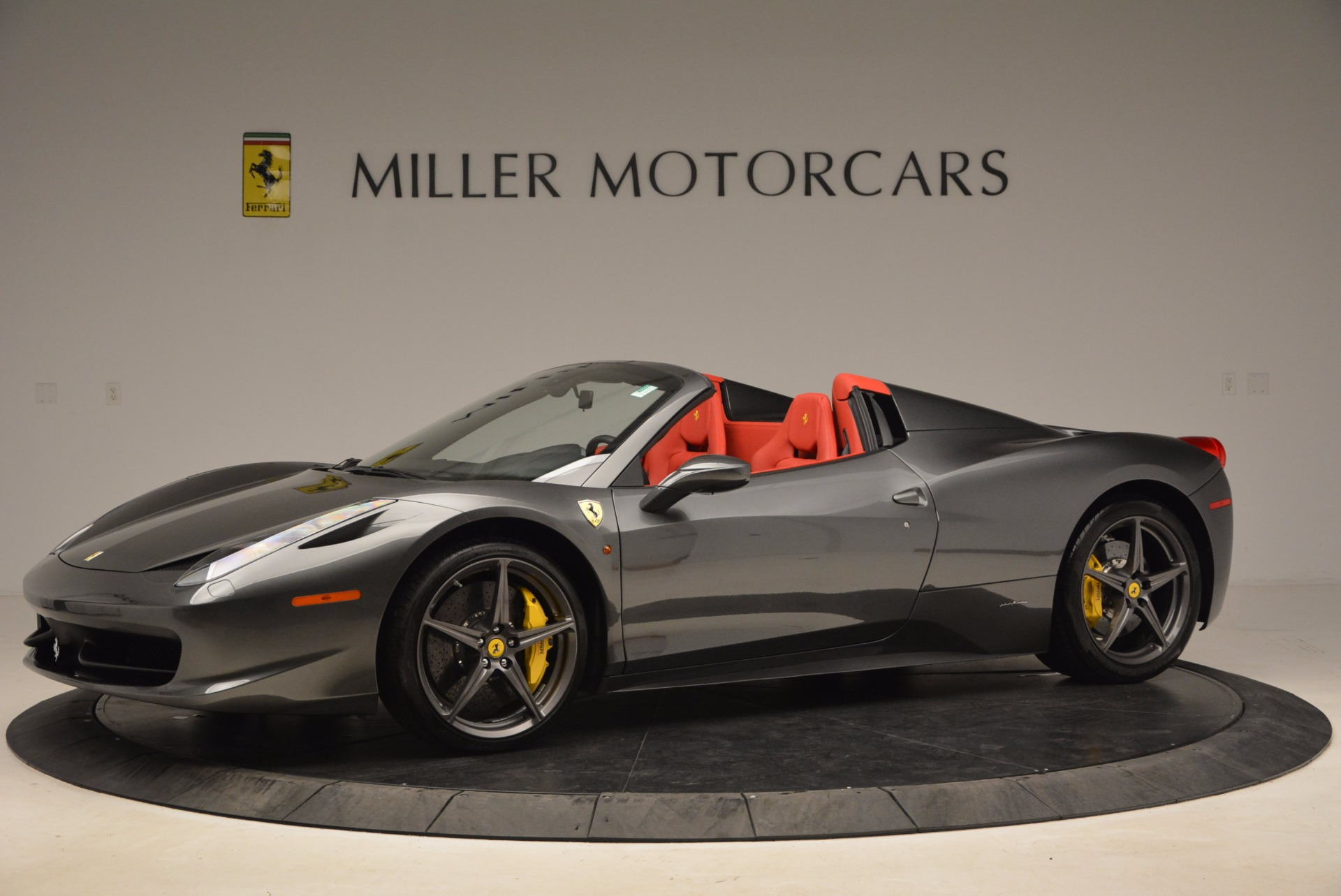 Used 2014 Ferrari 458 Spider  For Sale In Westport, CT 1734_p2