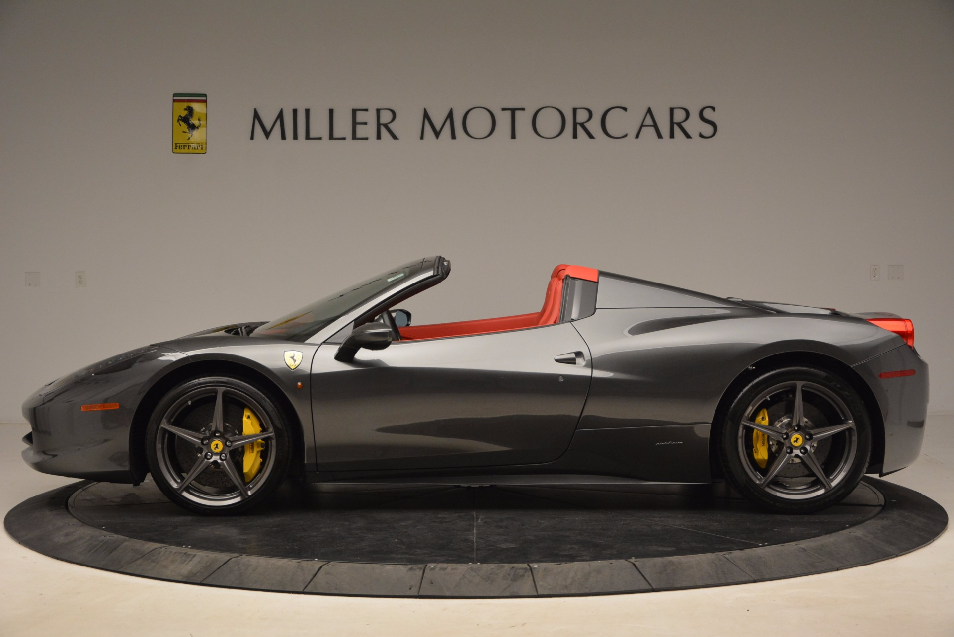 Used 2014 Ferrari 458 Spider  For Sale In Westport, CT 1734_p3