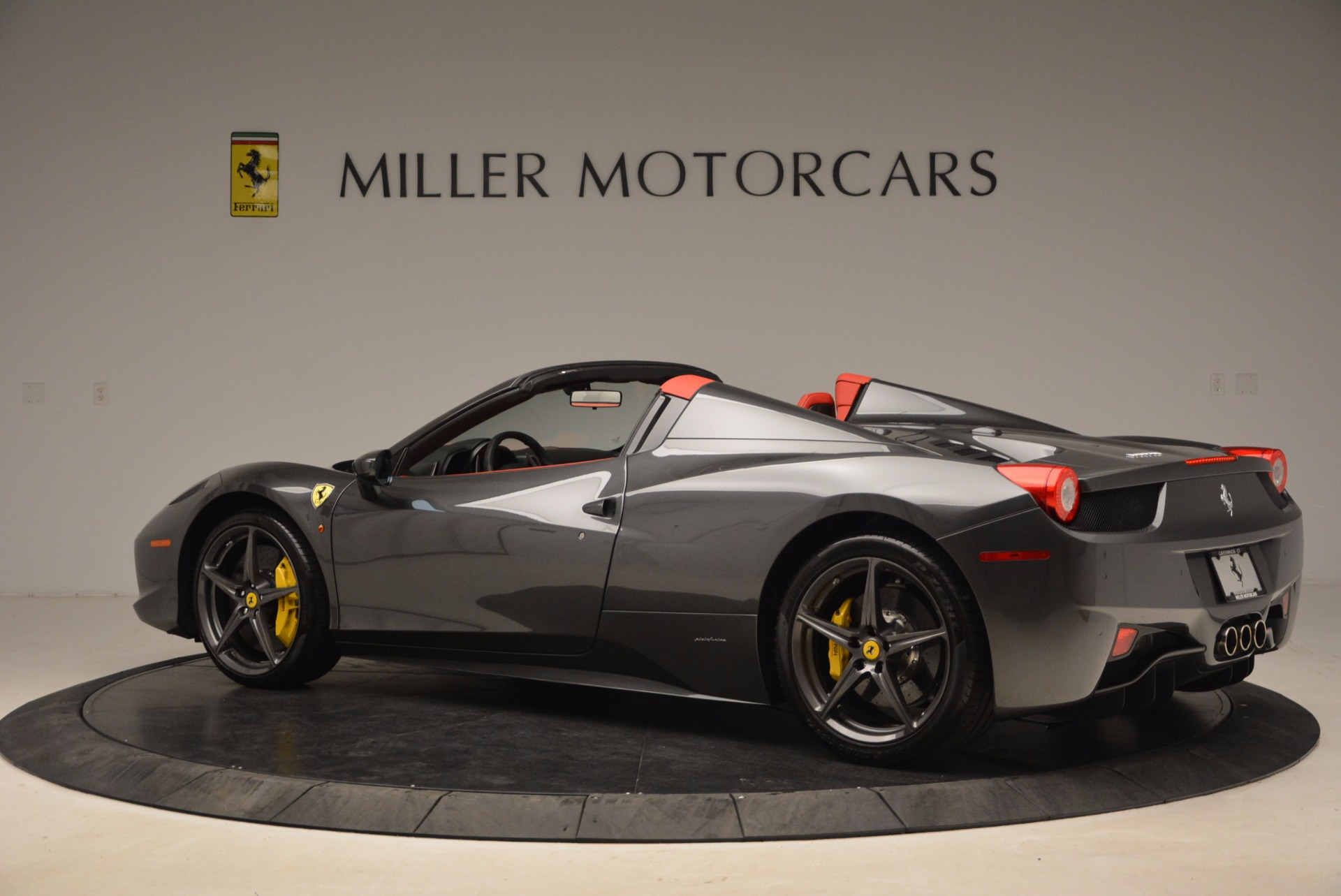 Used 2014 Ferrari 458 Spider  For Sale In Westport, CT 1734_p4
