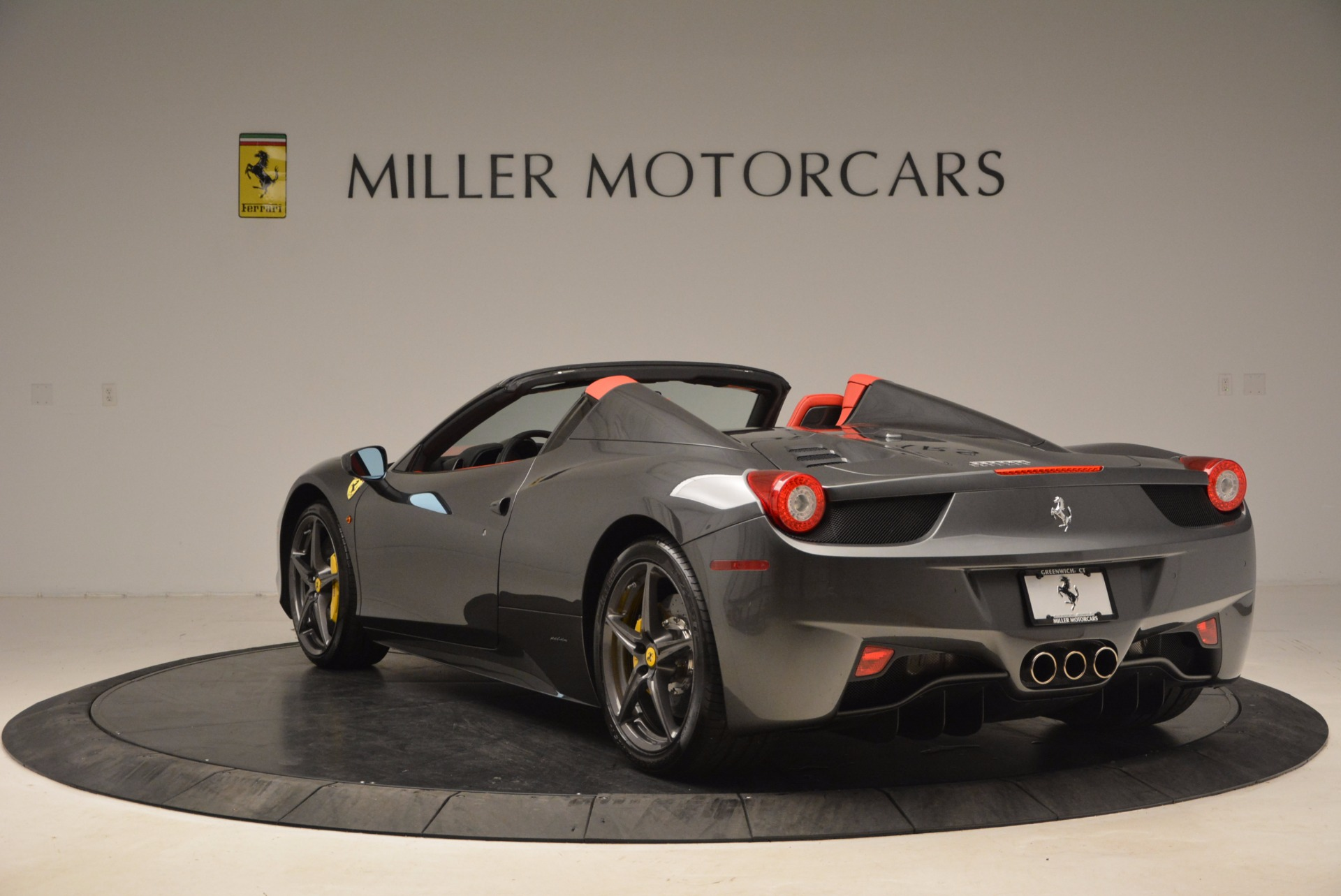 Used 2014 Ferrari 458 Spider  For Sale In Westport, CT 1734_p5