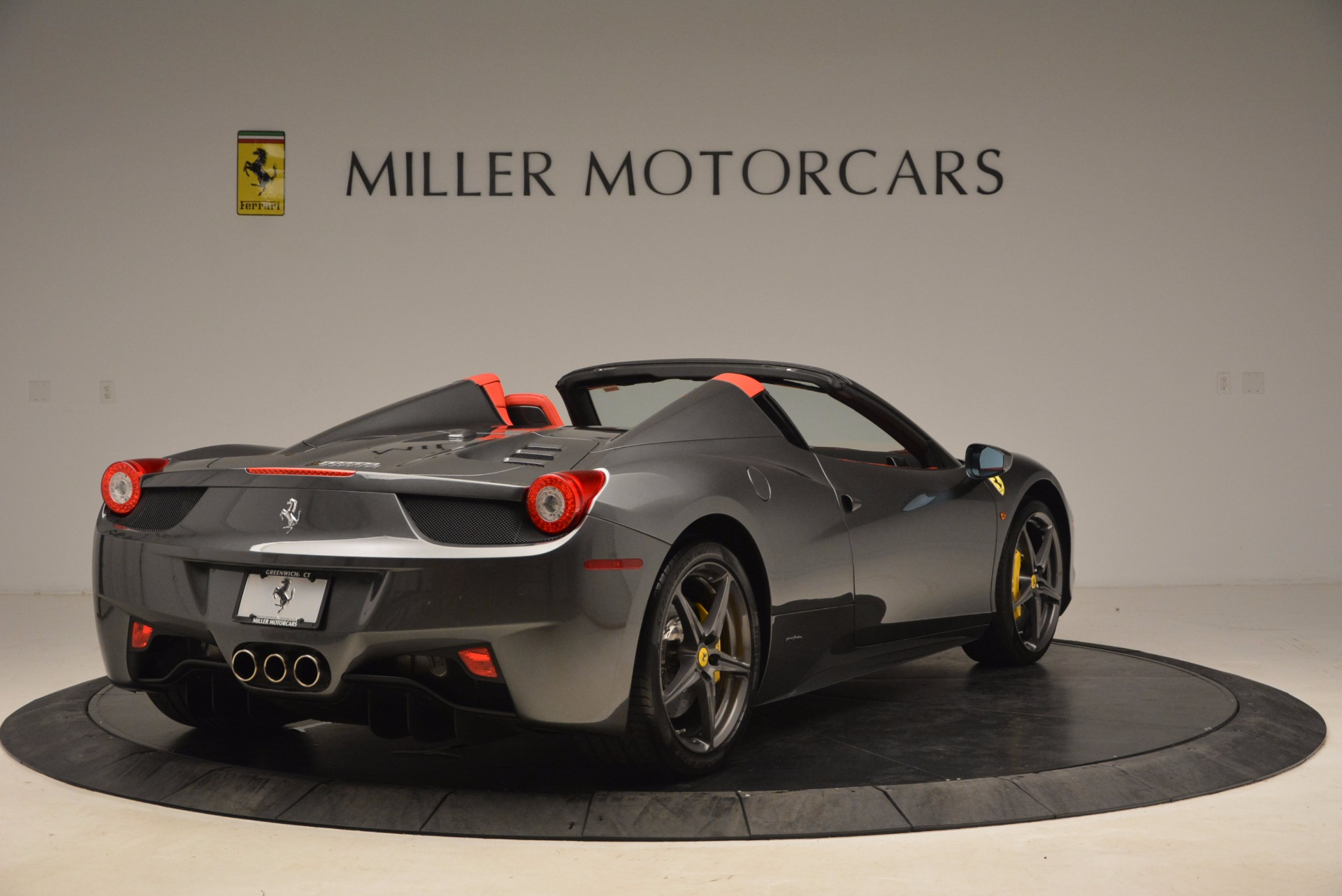 Used 2014 Ferrari 458 Spider  For Sale In Westport, CT 1734_p7
