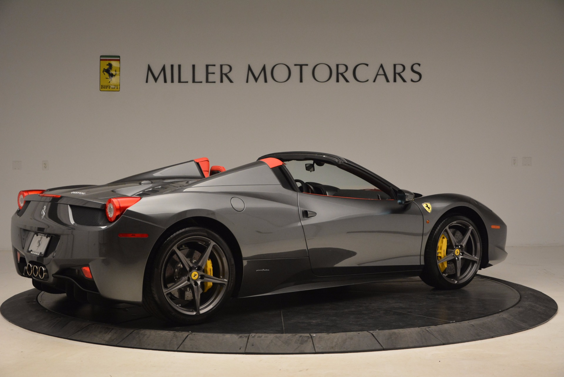 Used 2014 Ferrari 458 Spider  For Sale In Westport, CT 1734_p8