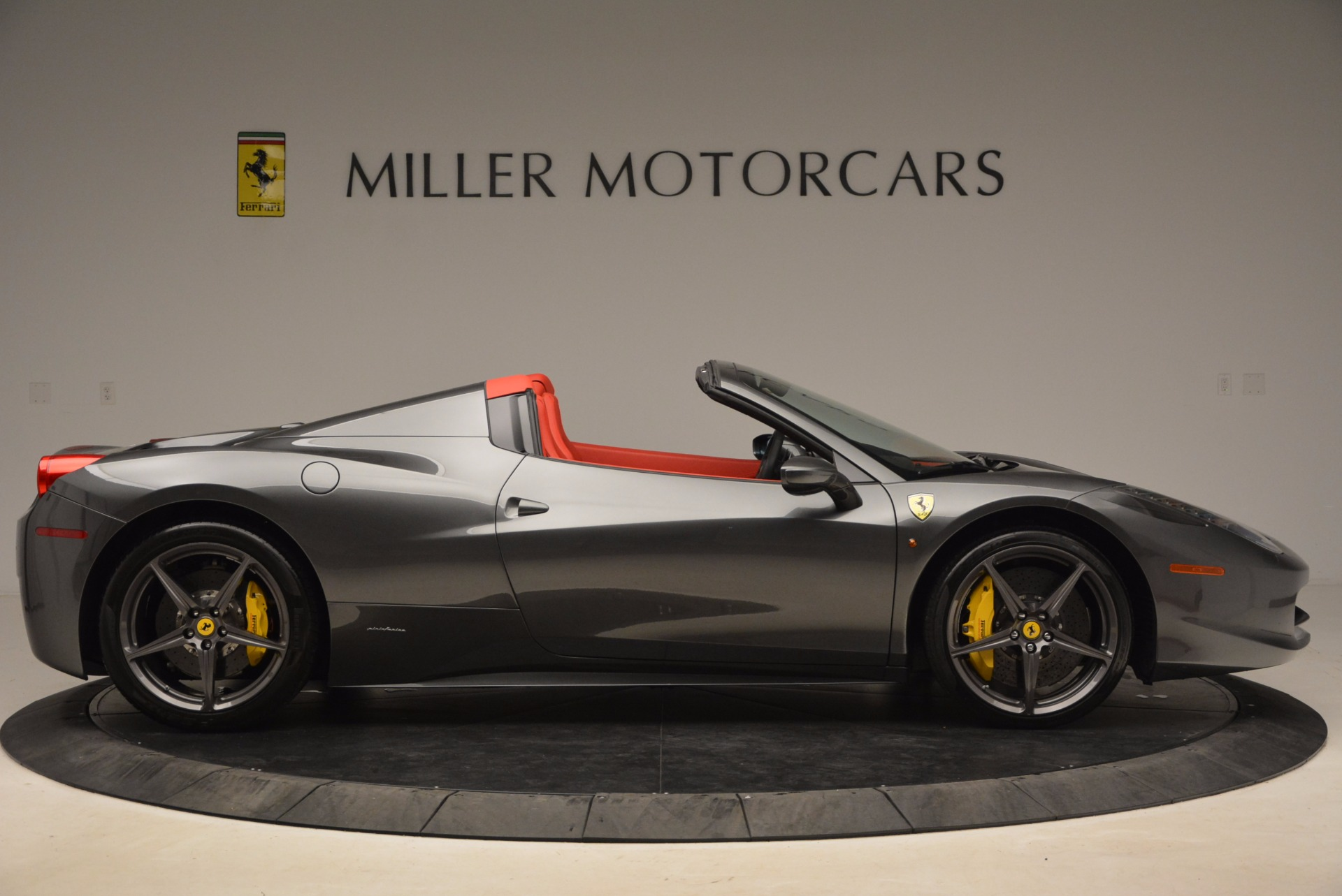 Used 2014 Ferrari 458 Spider  For Sale In Westport, CT 1734_p9