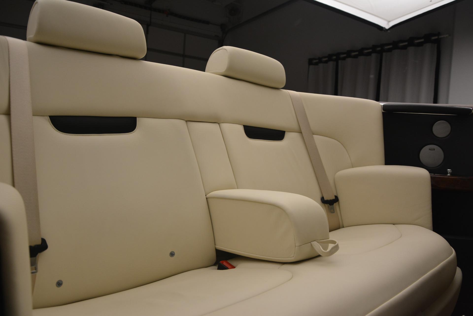 Used 2009 Rolls-Royce Phantom Drophead Coupe  For Sale In Westport, CT 1792_p41