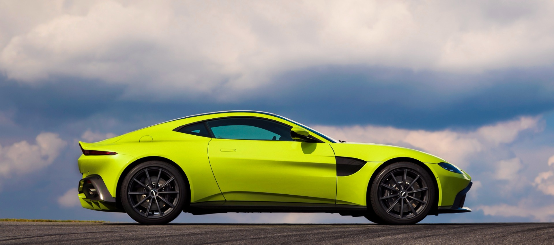 New 2019 Aston Martin Vantage  For Sale In Westport, CT 1803_p2