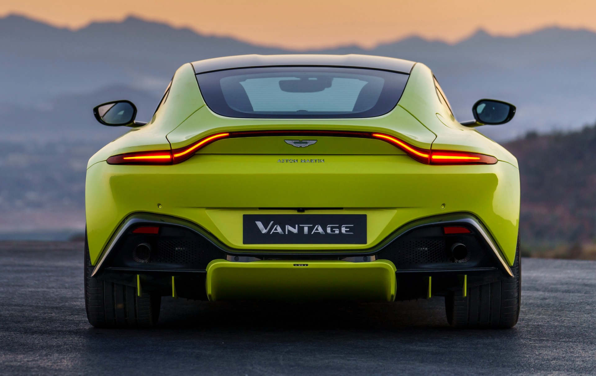 New 2019 Aston Martin Vantage  For Sale In Westport, CT 1803_p3
