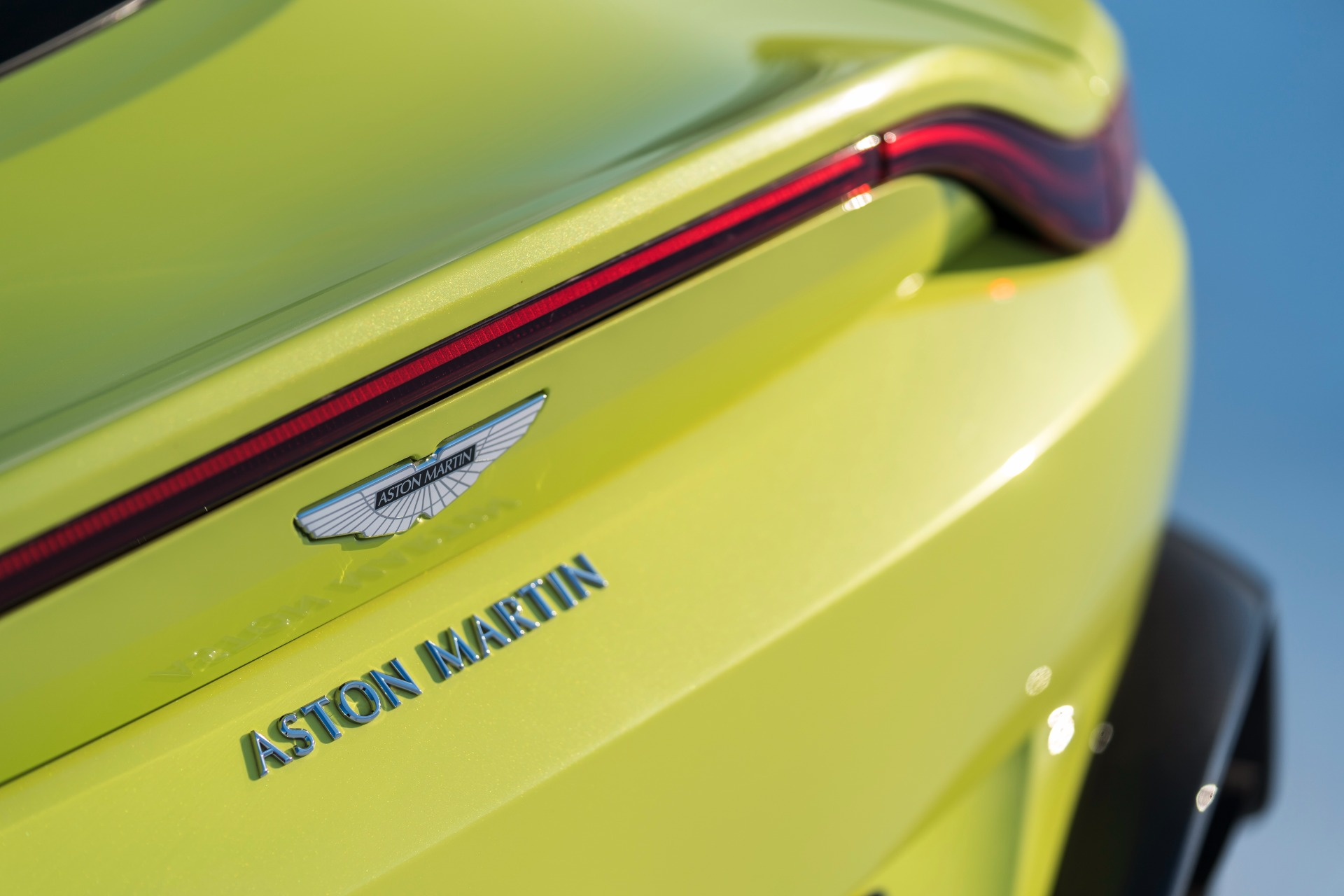 New 2019 Aston Martin Vantage  For Sale In Westport, CT 1803_p5
