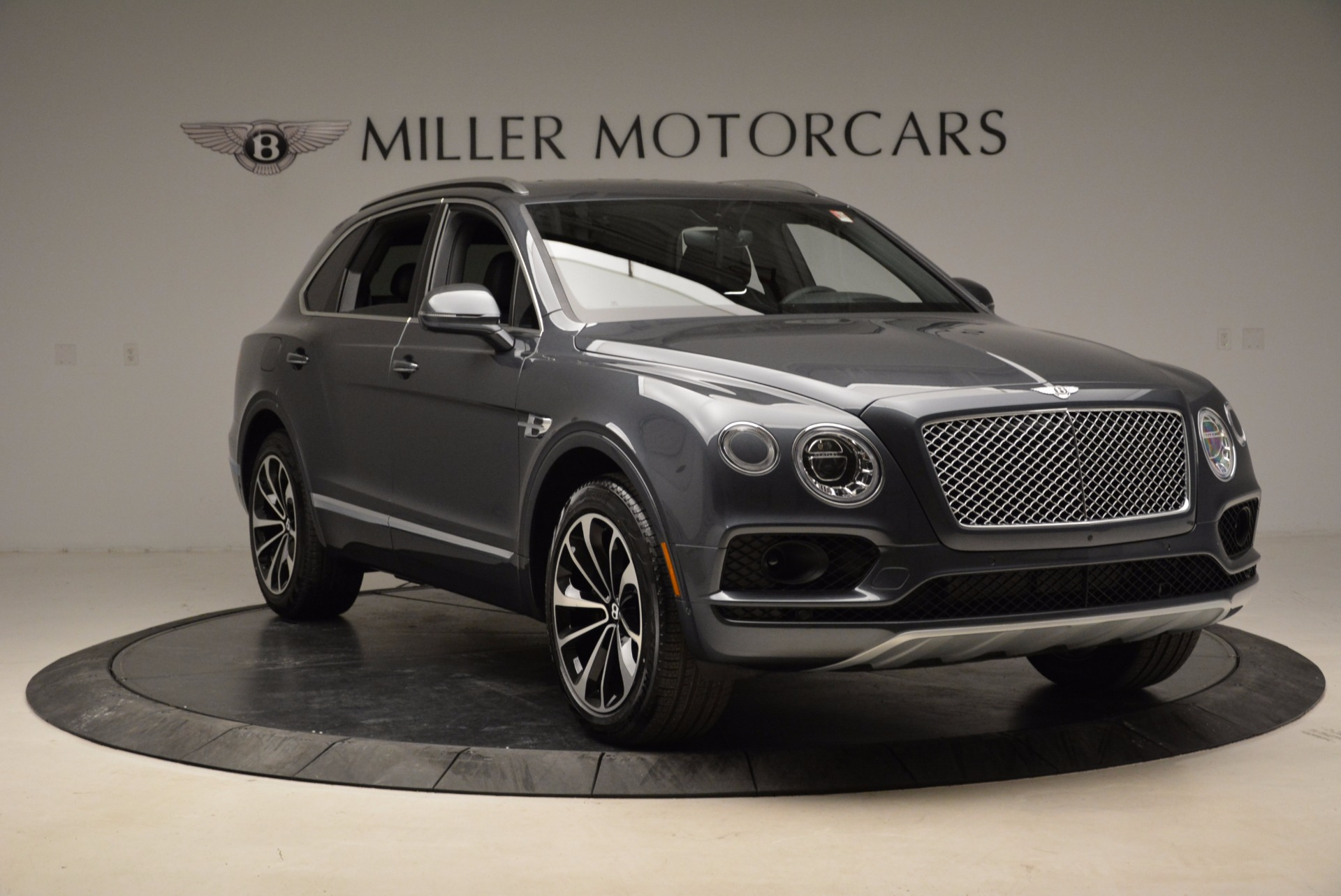 Used 2018 Bentley Bentayga W12 Signature For Sale In Westport, CT 1903_p11