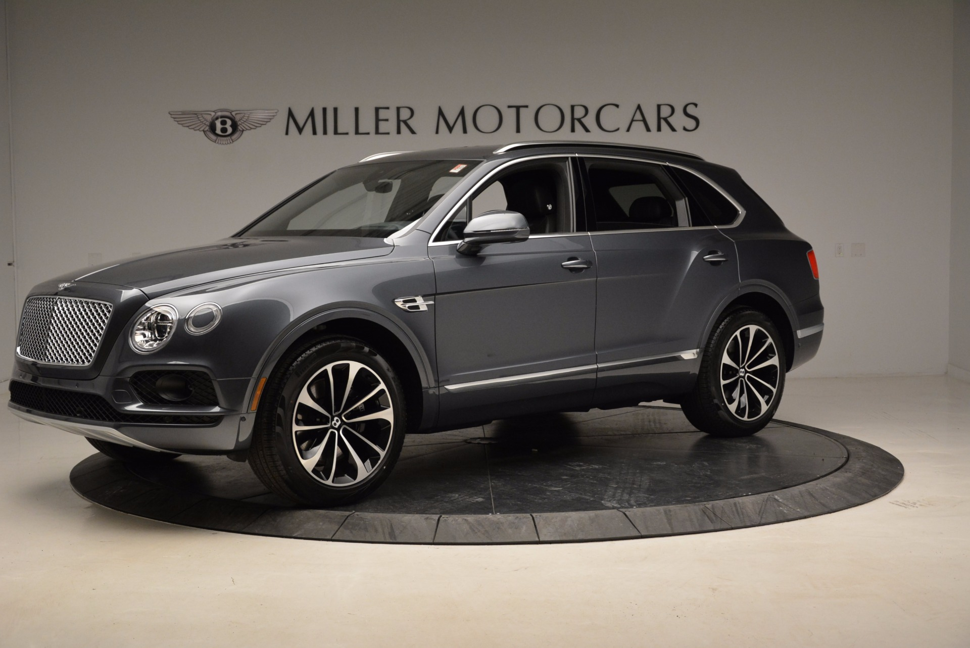 Used 2018 Bentley Bentayga W12 Signature For Sale In Westport, CT 1903_p2