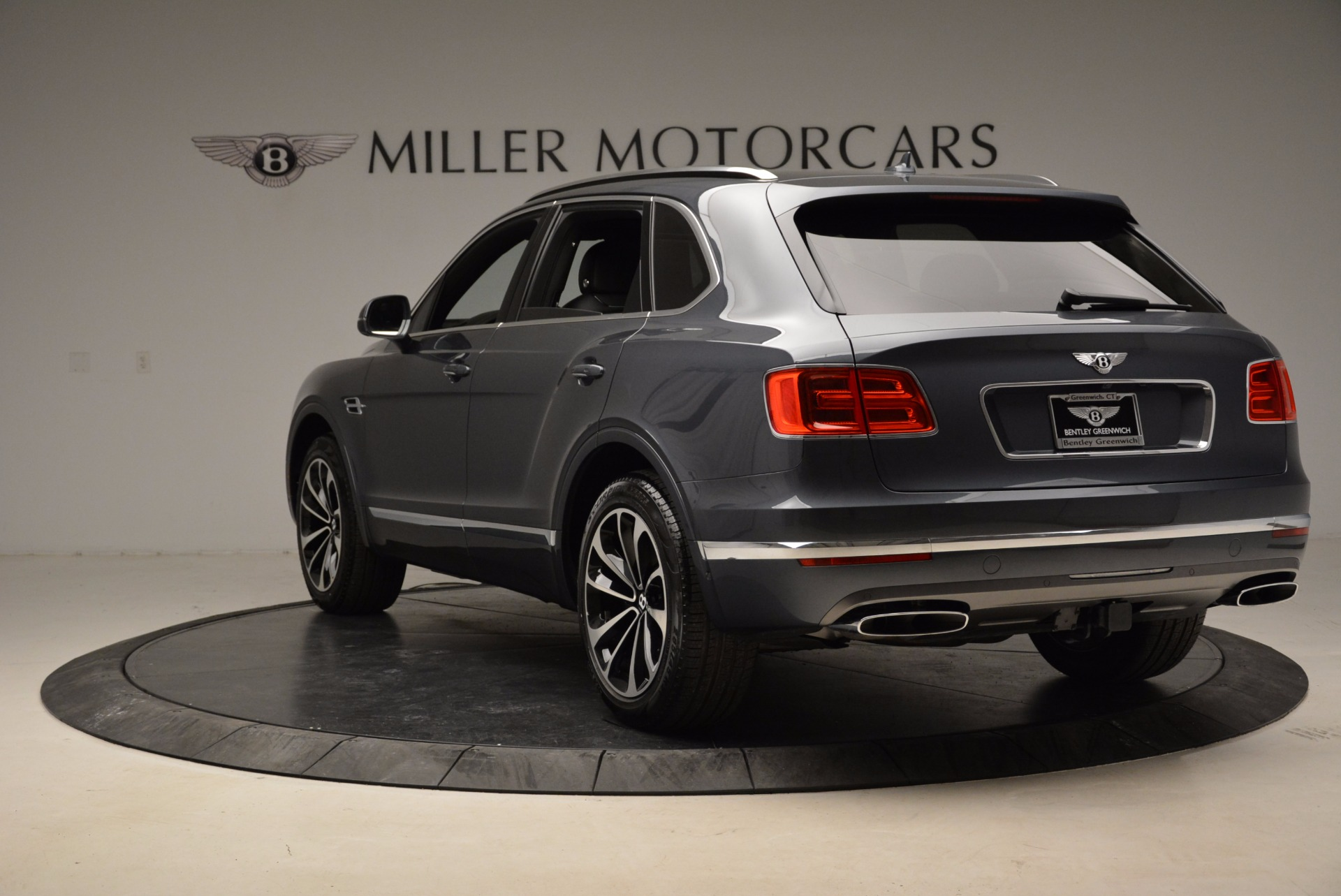 Used 2018 Bentley Bentayga W12 Signature For Sale In Westport, CT 1903_p5