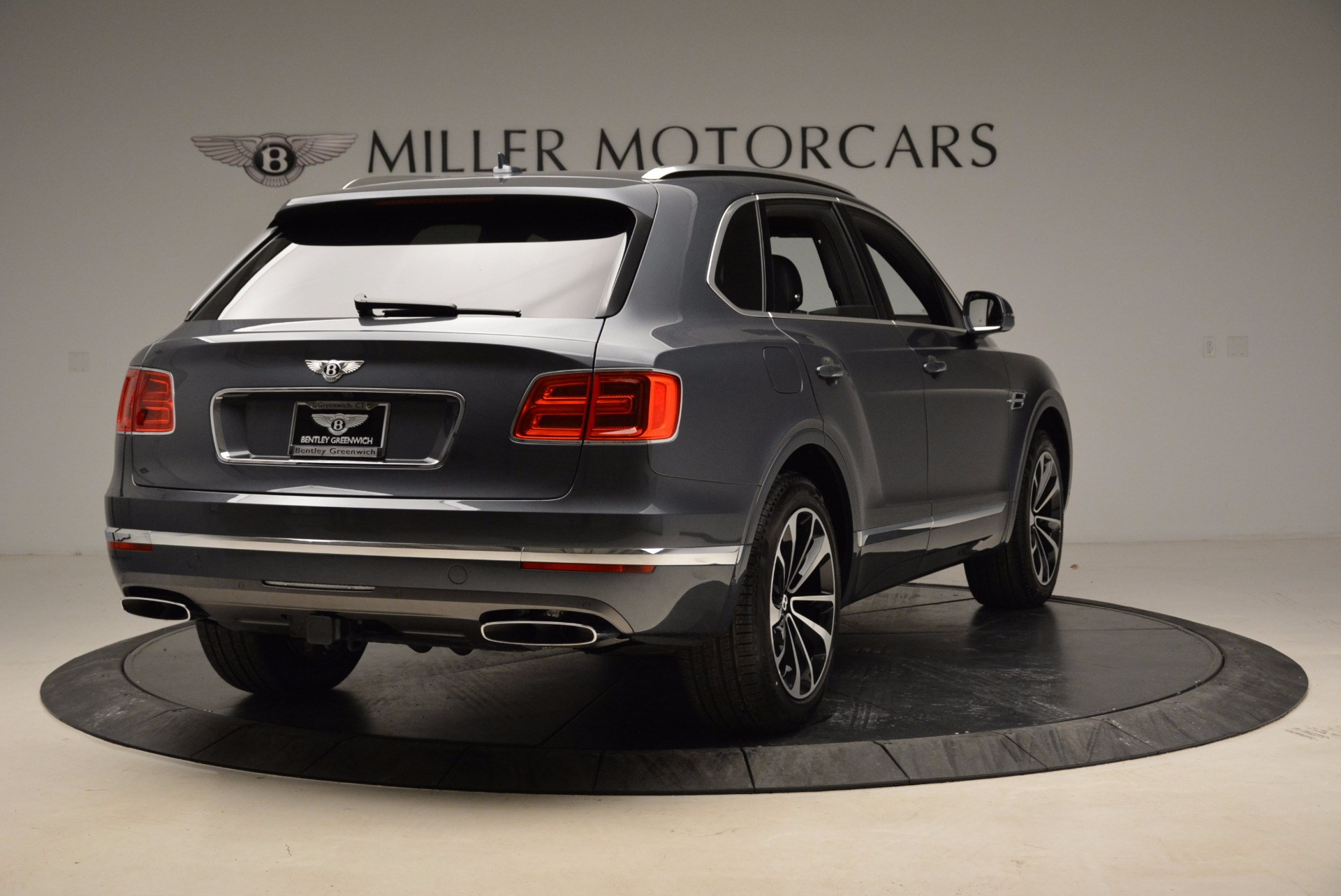 Used 2018 Bentley Bentayga W12 Signature For Sale In Westport, CT 1903_p7