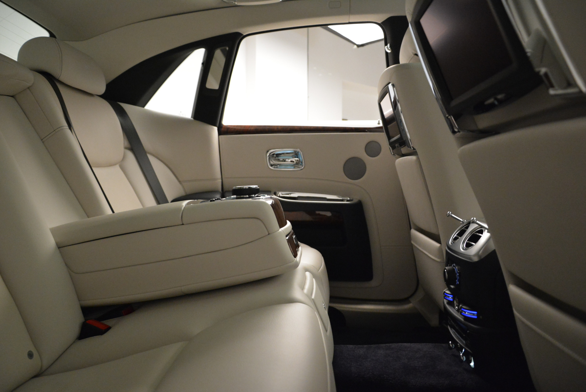 Used 2015 Rolls-Royce Ghost  For Sale In Westport, CT 1980_p31