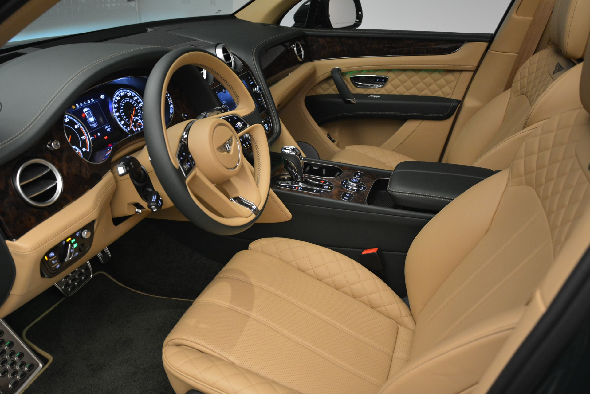 New 2018 Bentley Bentayga Signature For Sale In Westport, CT 2072_p24
