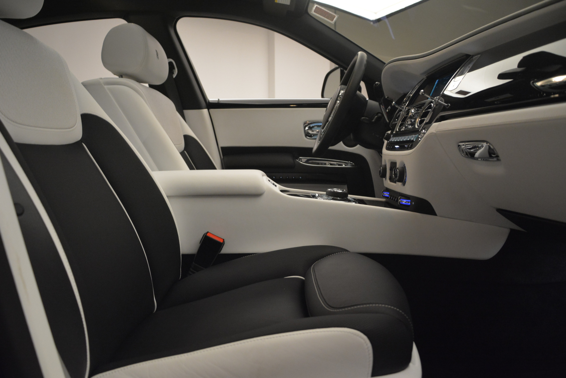 Used 2017 Rolls-Royce Ghost Black Badge For Sale In Westport, CT 2093_p28