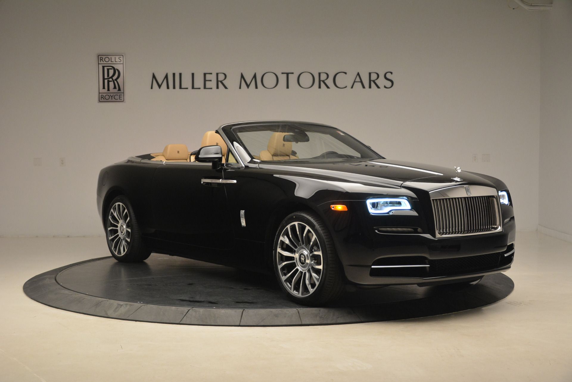 Used 2018 Rolls-Royce Dawn  For Sale In Westport, CT 2105_p10