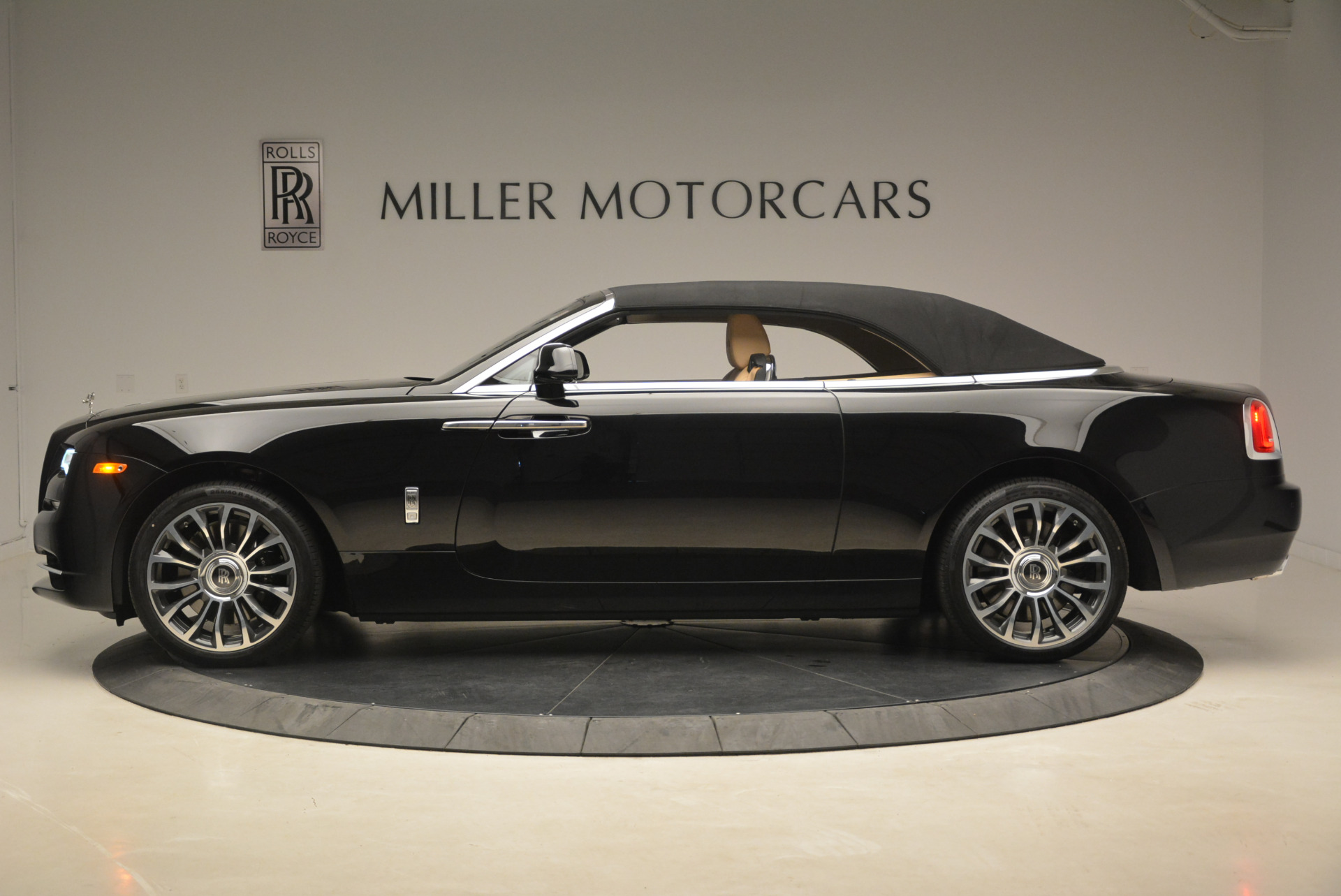 Used 2018 Rolls-Royce Dawn  For Sale In Westport, CT 2105_p13
