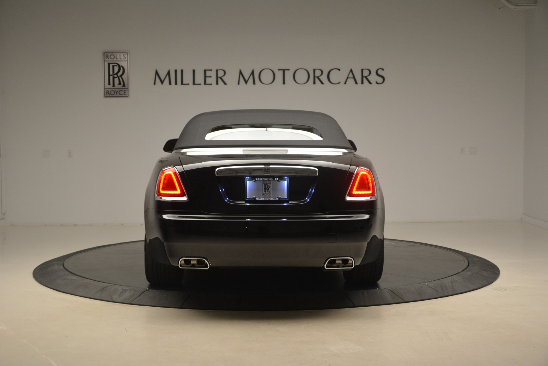 Used 2018 Rolls-Royce Dawn  For Sale In Westport, CT 2105_p15