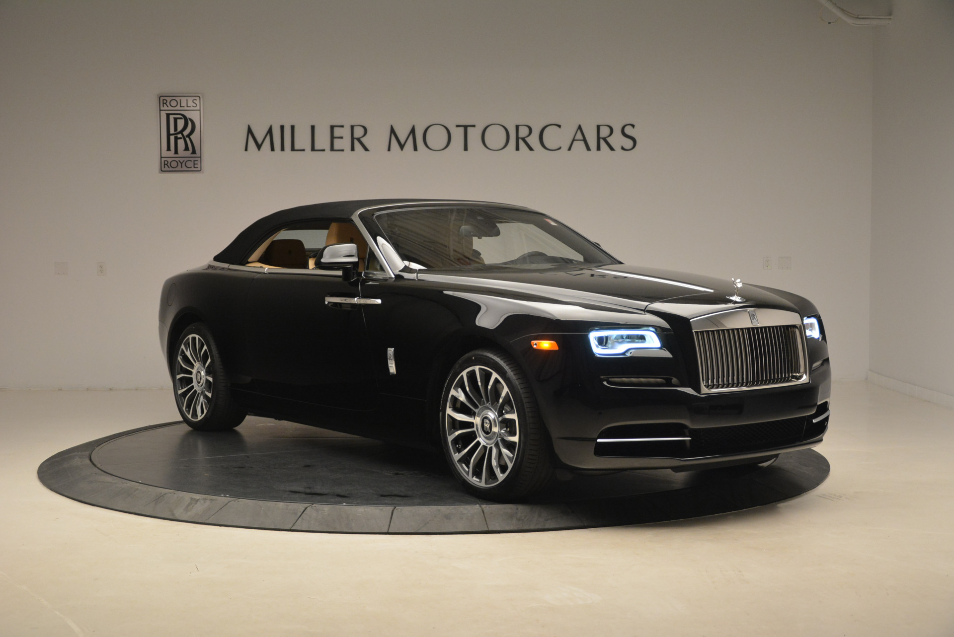 Used 2018 Rolls-Royce Dawn  For Sale In Westport, CT 2105_p18