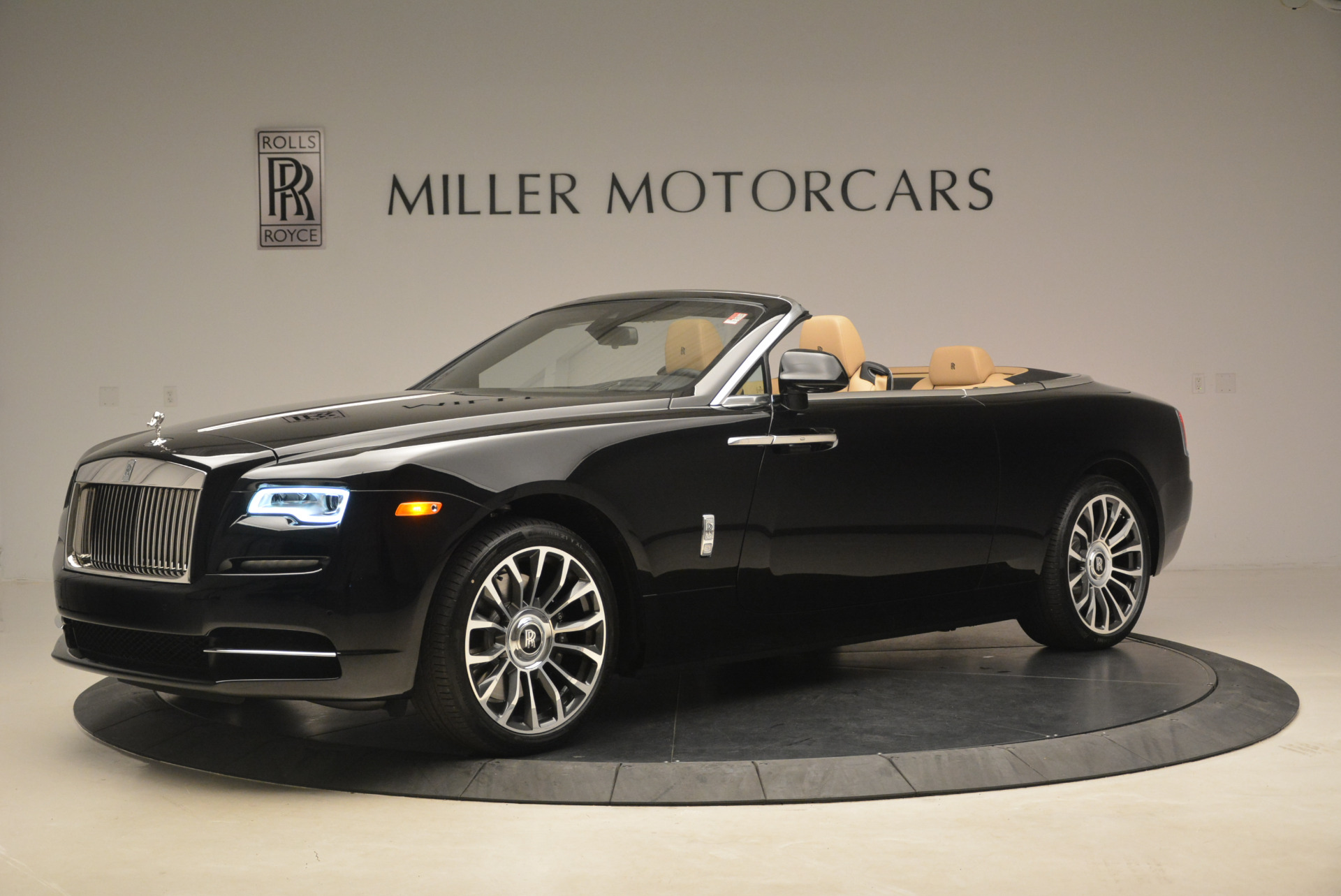 Used 2018 Rolls-Royce Dawn  For Sale In Westport, CT 2105_p2