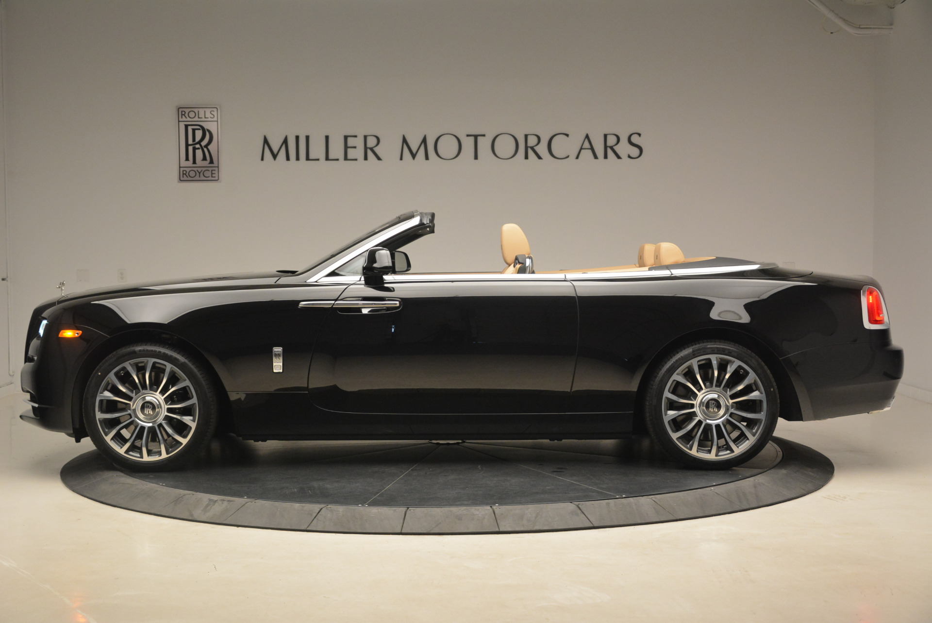 Used 2018 Rolls-Royce Dawn  For Sale In Westport, CT 2105_p3