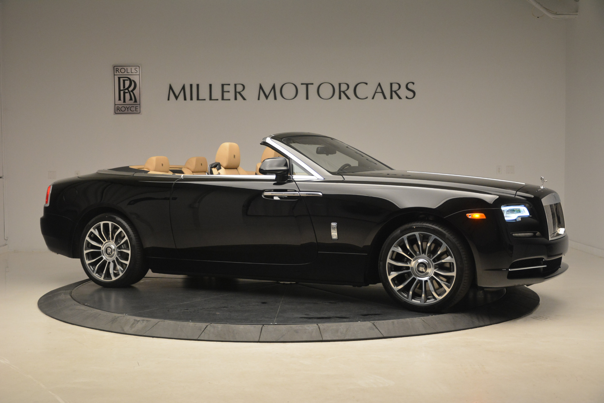 Used 2018 Rolls-Royce Dawn  For Sale In Westport, CT 2105_p9