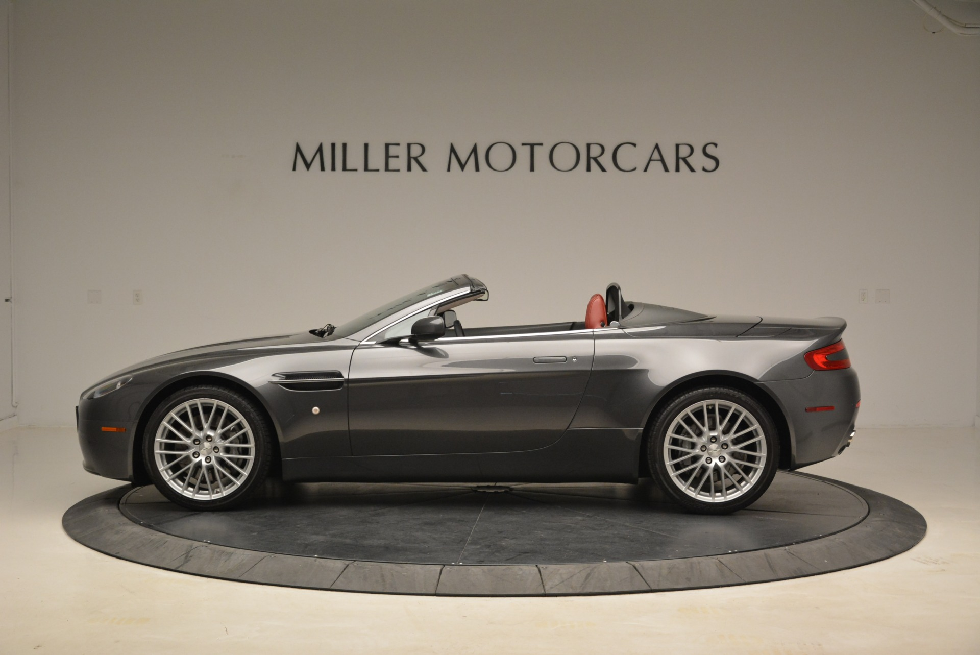 Used 2009 Aston Martin V8 Vantage Roadster For Sale In Westport, CT 2123_p3