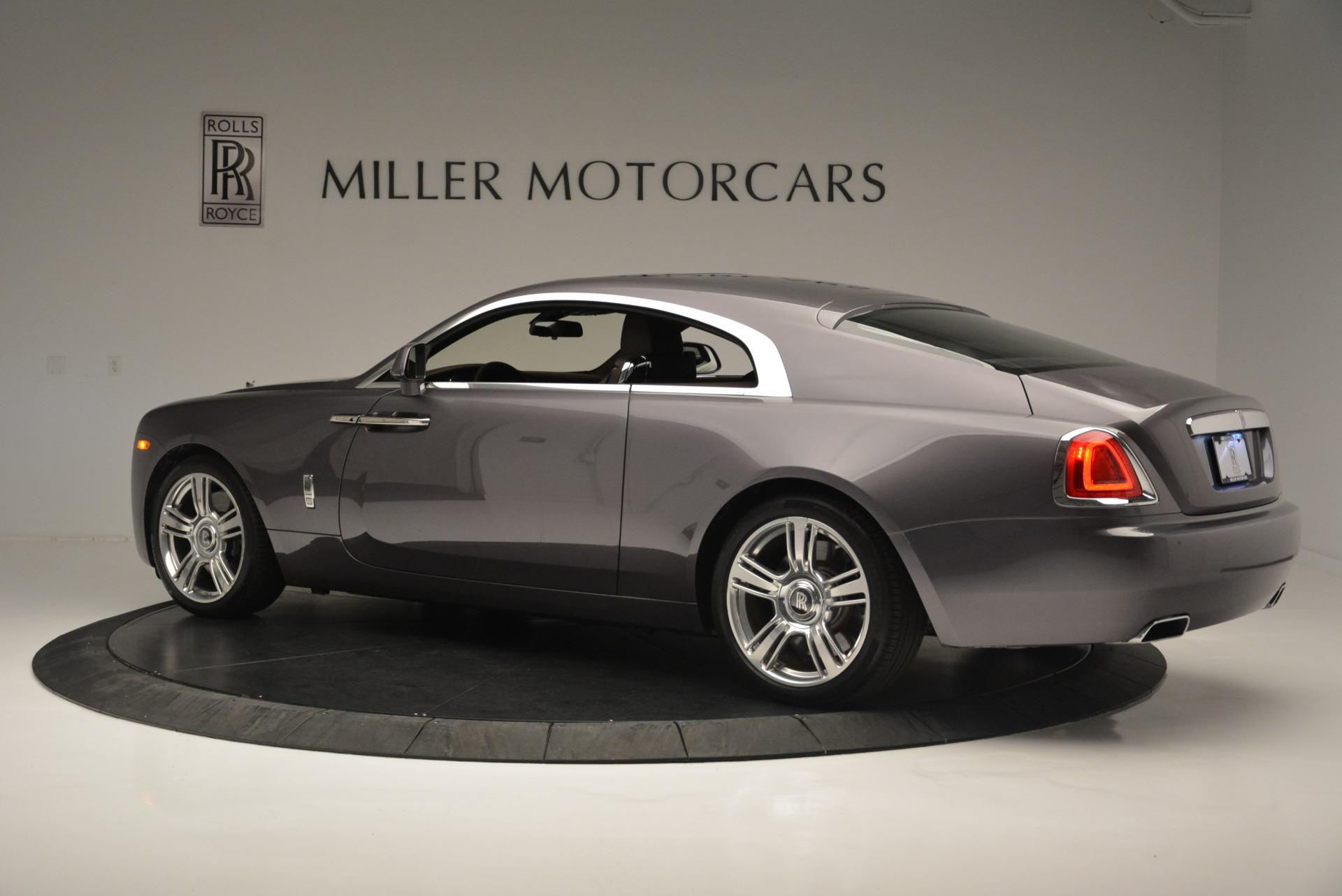 Used 2016 Rolls-Royce Wraith  For Sale In Westport, CT 214_p4