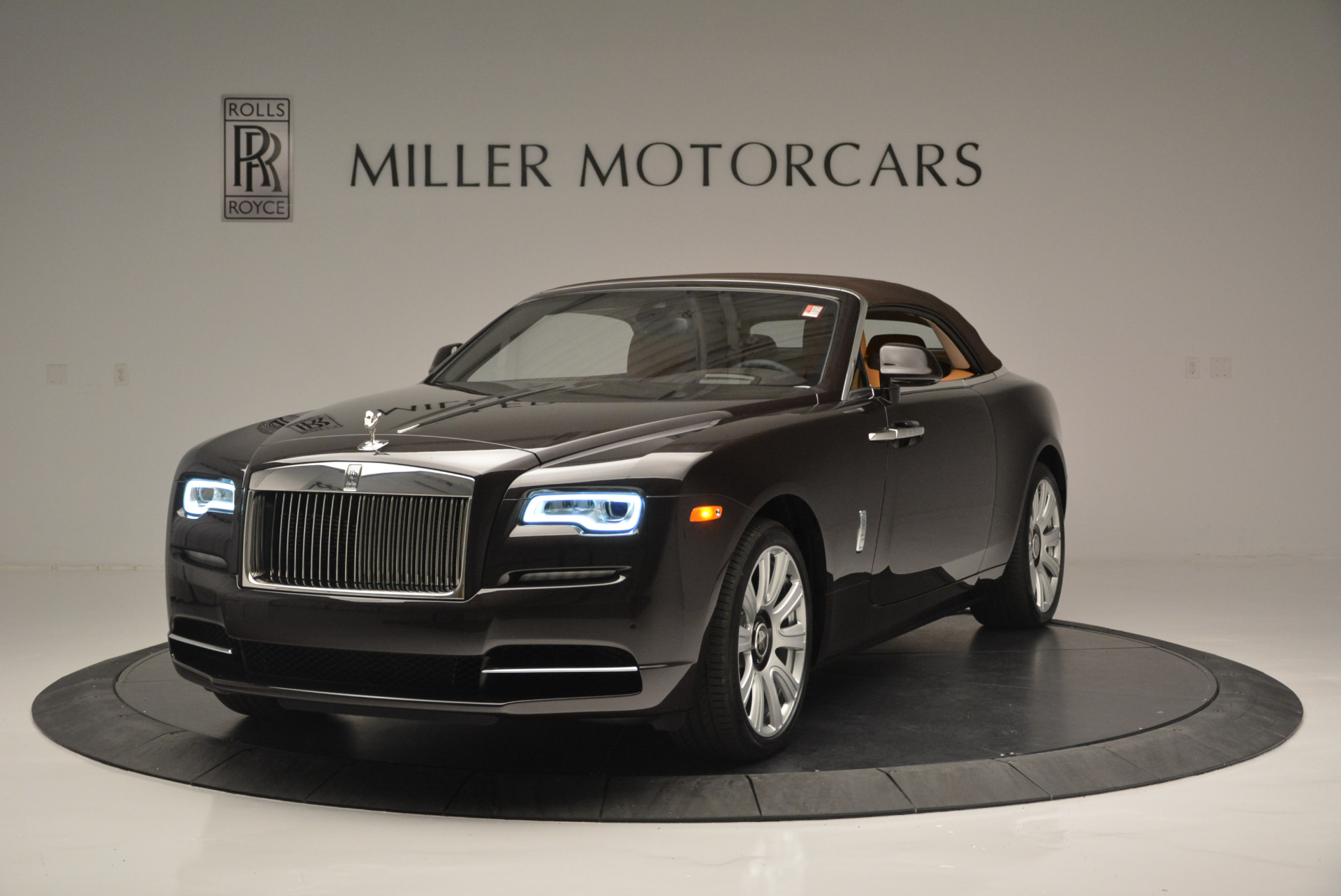 Used 2018 Rolls-Royce Dawn  For Sale In Westport, CT 2178_p9