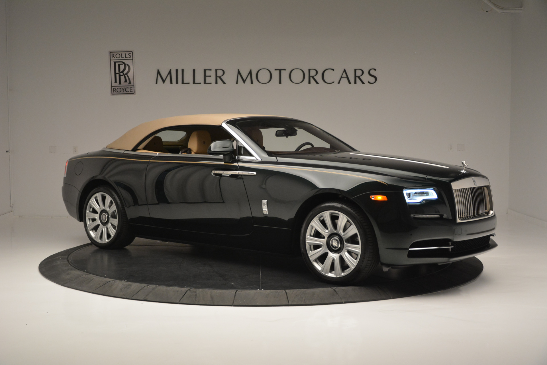 Used 2018 Rolls-Royce Dawn  For Sale In Westport, CT 2179_p16
