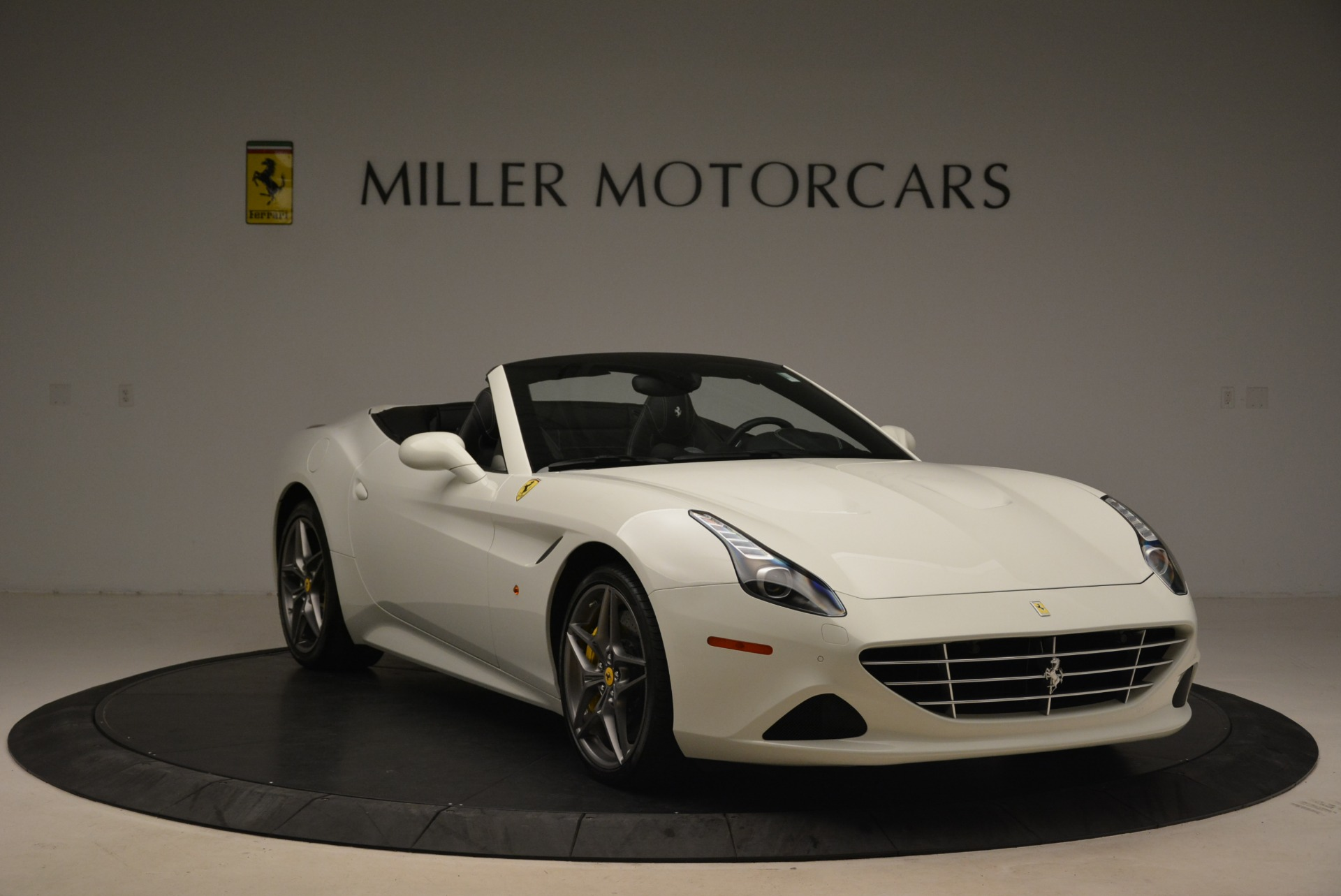 Used 2015 Ferrari California T  For Sale In Westport, CT 2199_p11