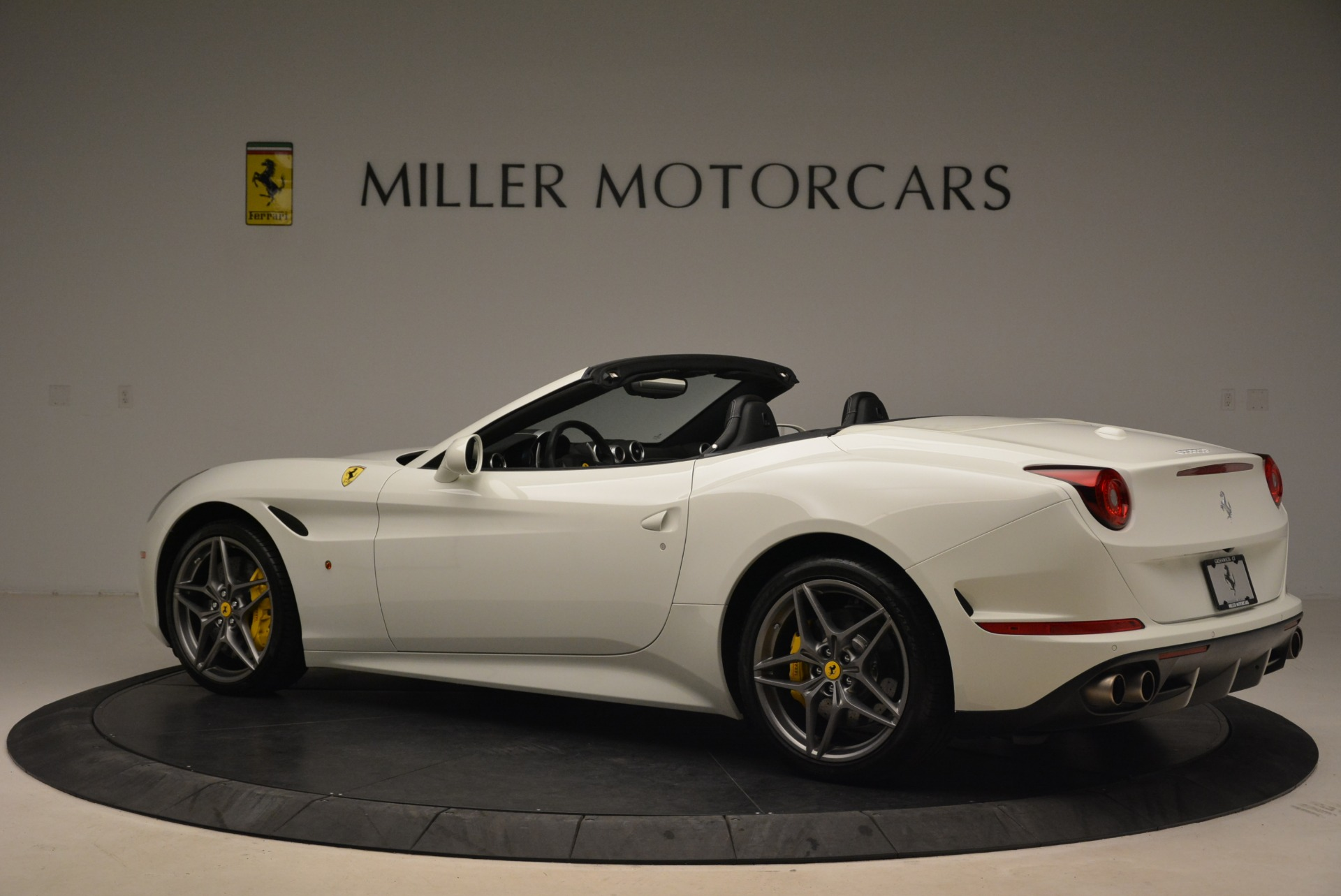 Used 2015 Ferrari California T  For Sale In Westport, CT 2199_p4