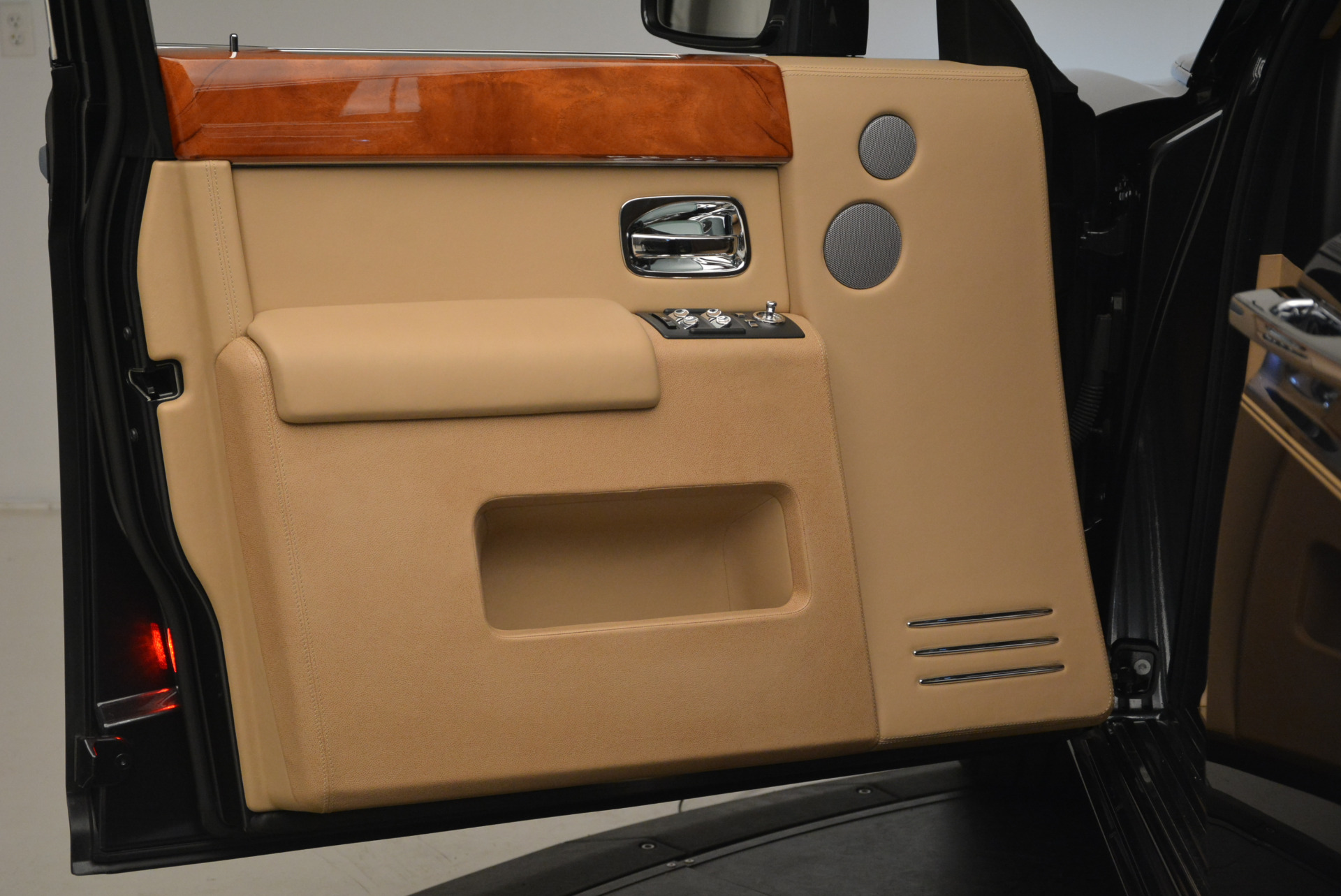 Used 2013 Rolls-Royce Phantom  For Sale In Westport, CT 2208_p13