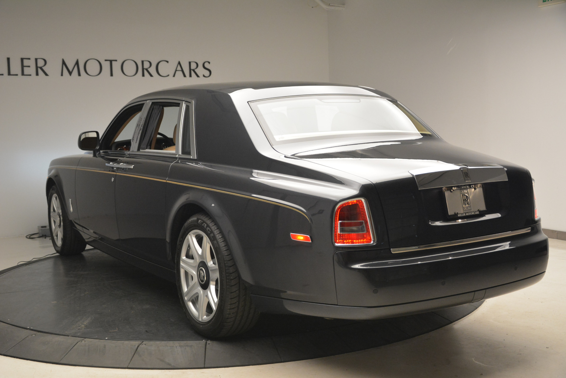 Used 2013 Rolls-Royce Phantom  For Sale In Westport, CT 2208_p8