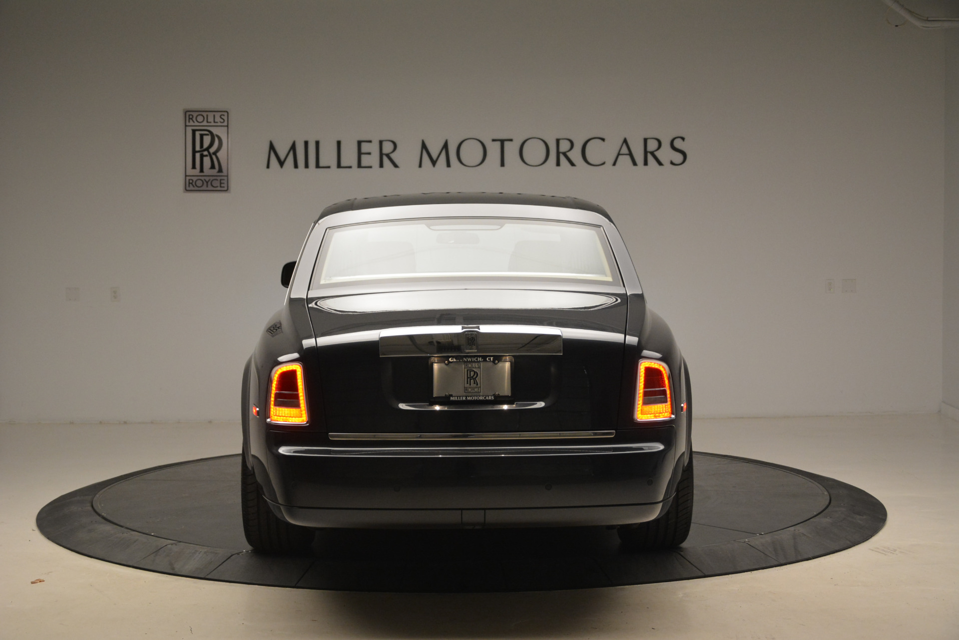 Used 2013 Rolls-Royce Phantom  For Sale In Westport, CT 2208_p9