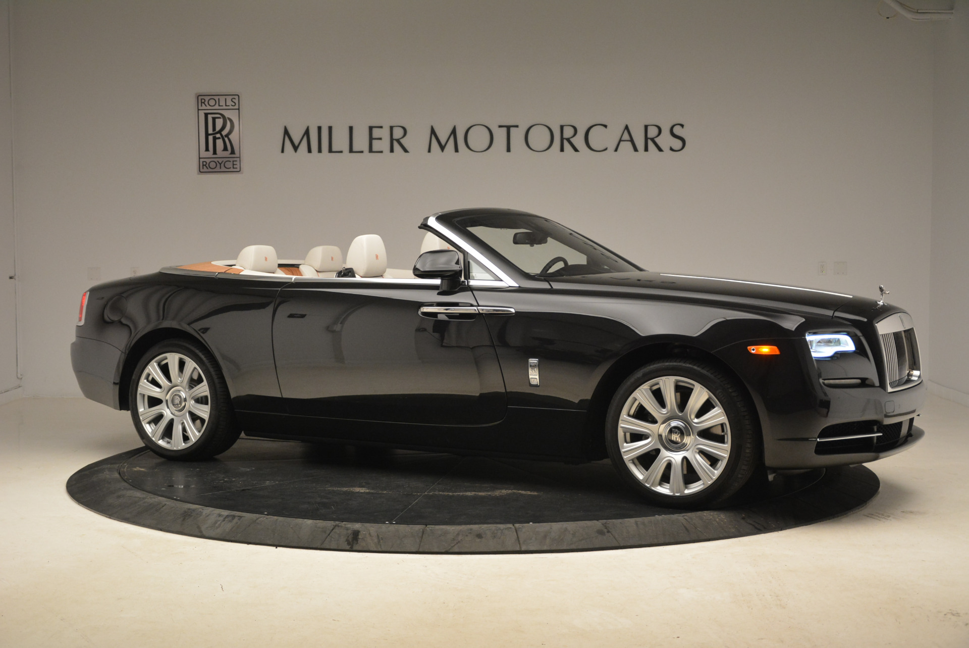 Used 2016 Rolls-Royce Dawn  For Sale In Westport, CT 2220_p10